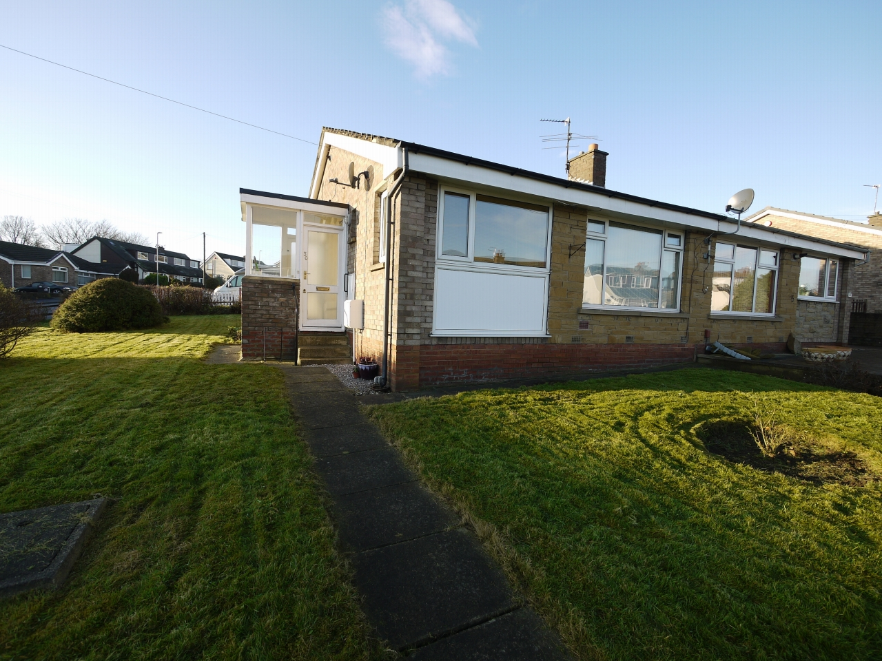 2 bedroom detached bungalow SSTC in Brighouse - Photograph 1.