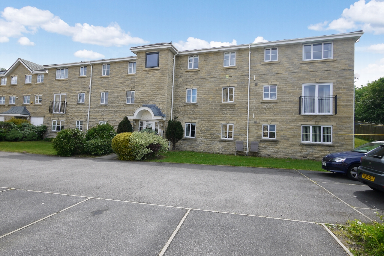 2 bedroom apartment flat/apartment SSTC in Brighouse - Photograph 1.