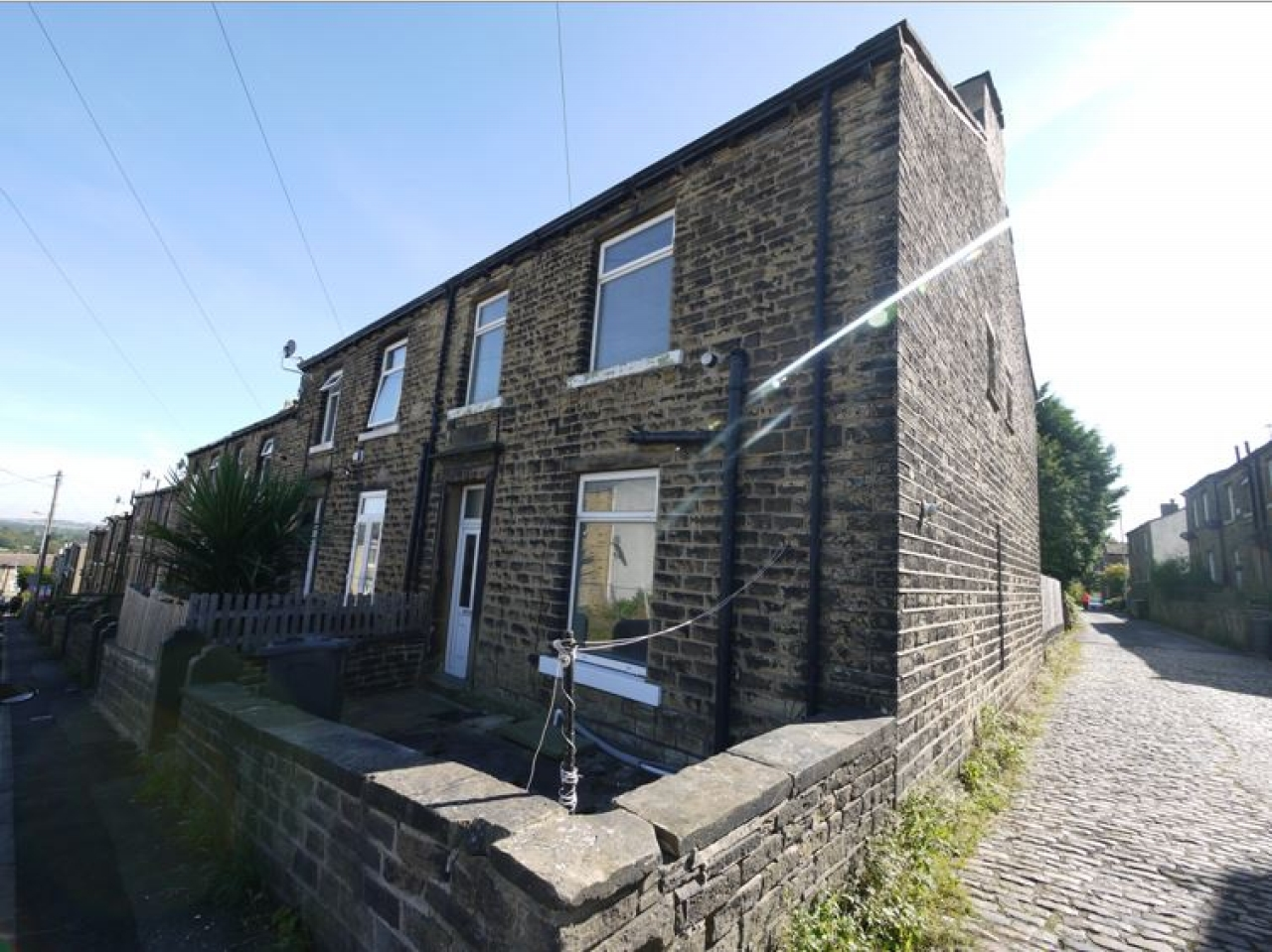 2 bedroom end terraced house To Let in Hudderfield - Photograph 1.