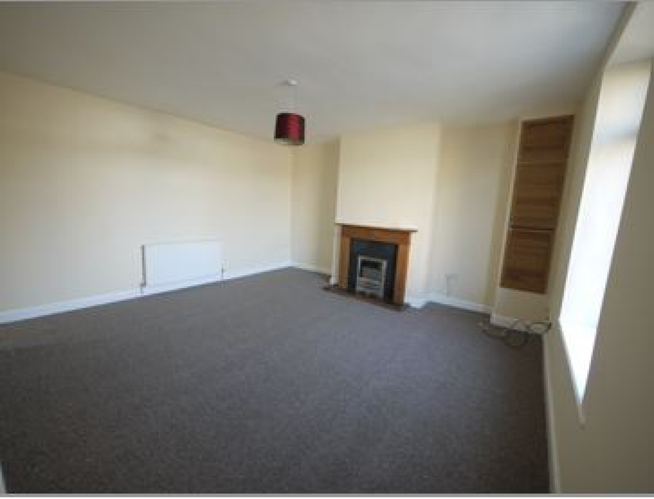 2 bedroom barn conversion house Let in Hudderfield - Photograph 2.