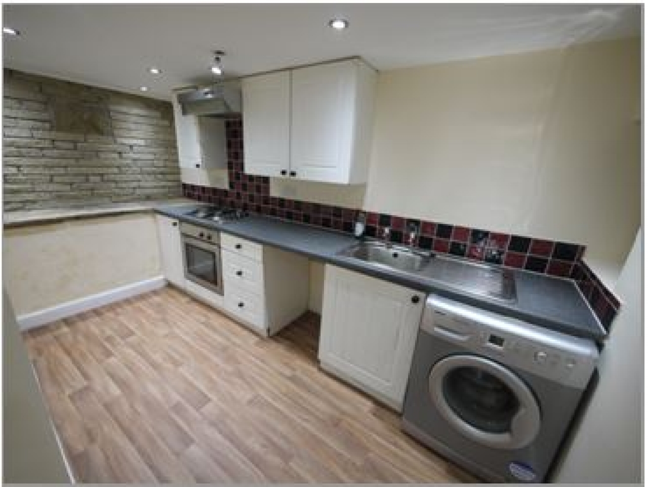 2 bedroom barn conversion house Let in Hudderfield - Photograph 3.
