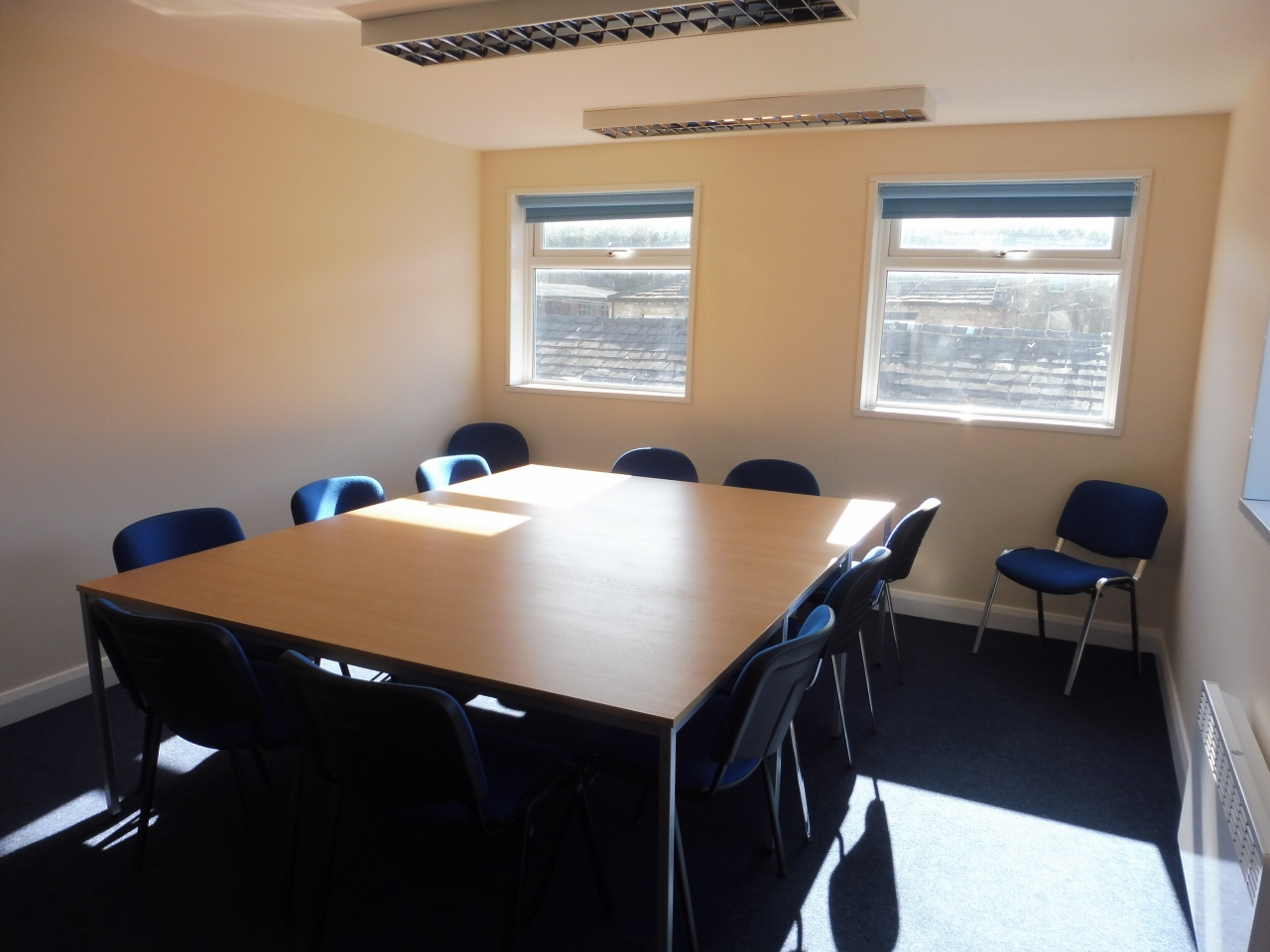 Office To Let in Brighouse - Photograph 3.
