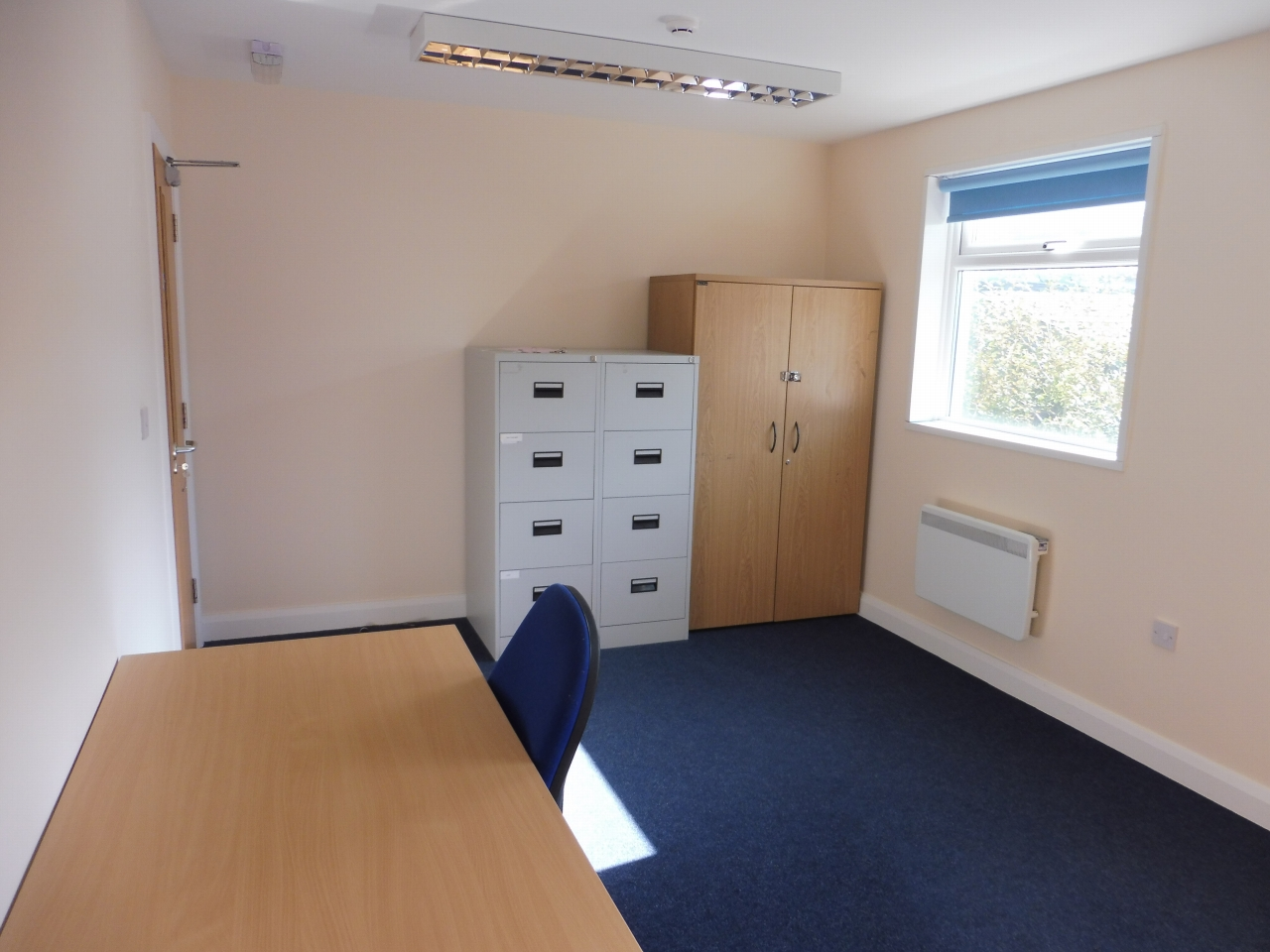 Office To Let in Brighouse - Photograph 4.