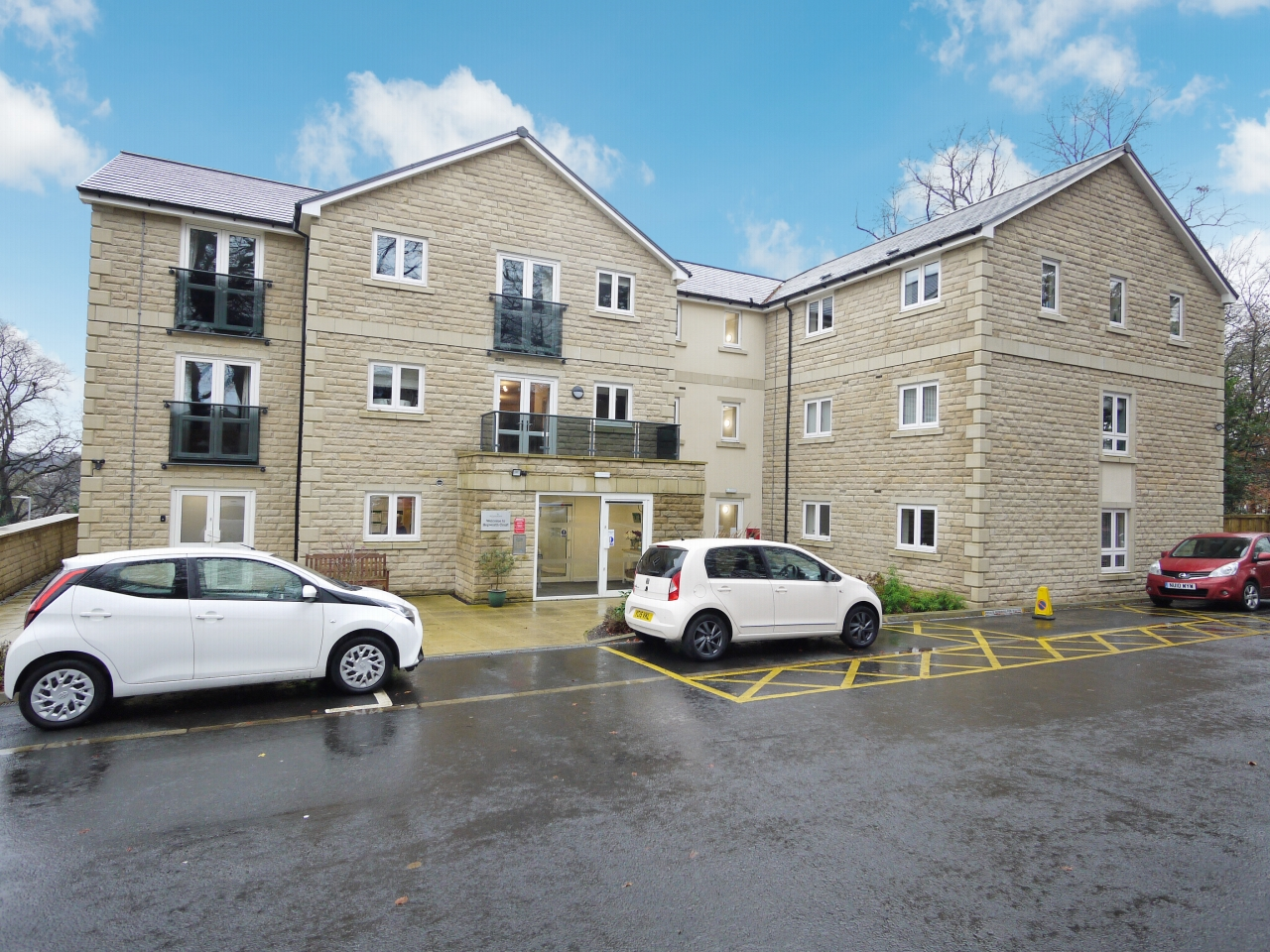 2 bedroom apartment flat/apartment For Sale in Brighouse - Photograph 1.