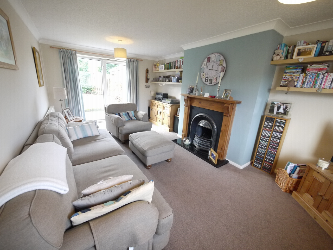 4 bedroom detached house For Sale in Brighouse - Photograph 2.
