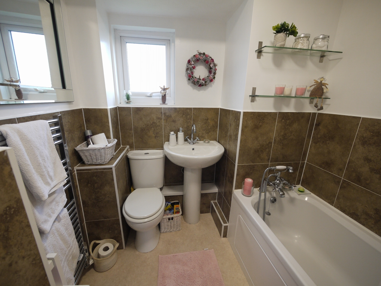 4 bedroom detached house For Sale in Brighouse - Photograph 16.