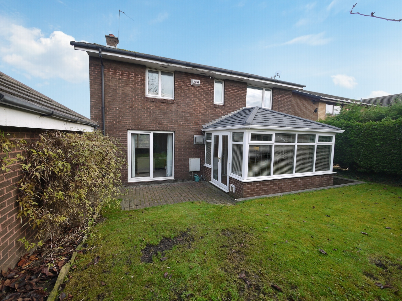 4 bedroom detached house For Sale in Brighouse - Photograph 17.