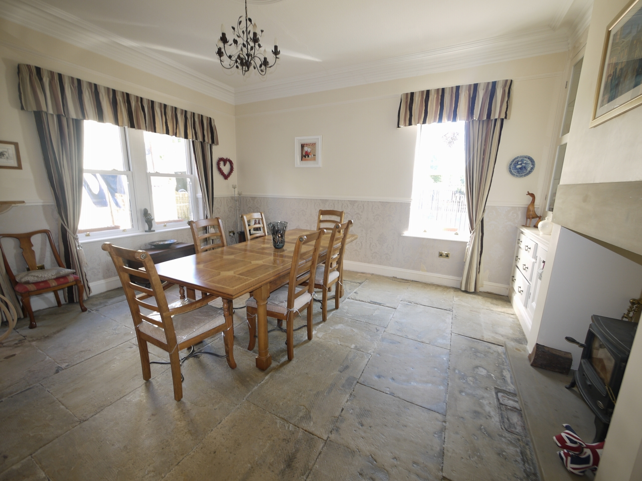 5 bedroom semi-detached house For Sale in Halilfax - Photograph 6.