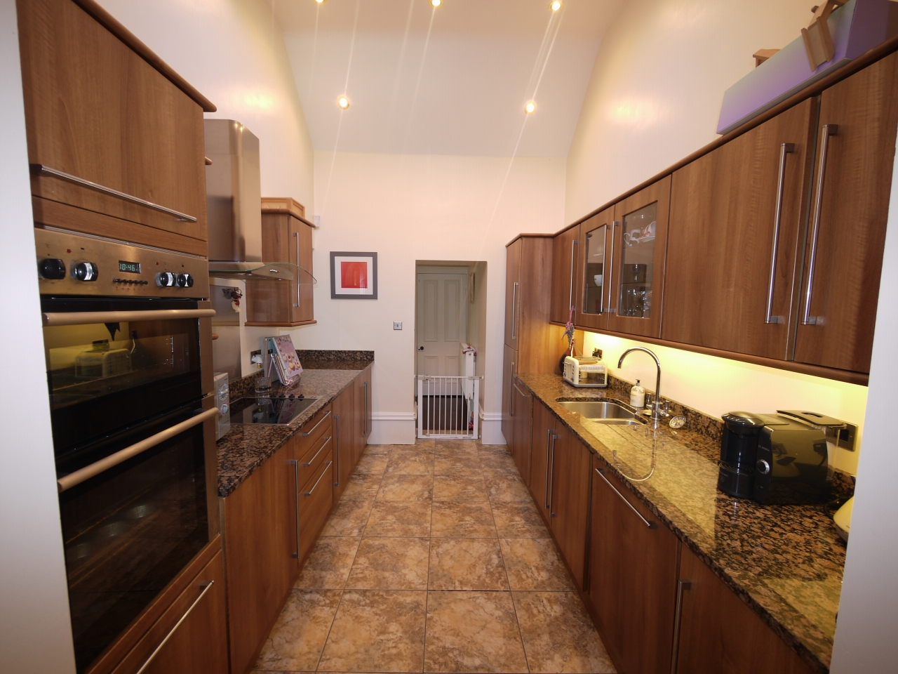 5 bedroom semi-detached house For Sale in Halilfax - Photograph 7.