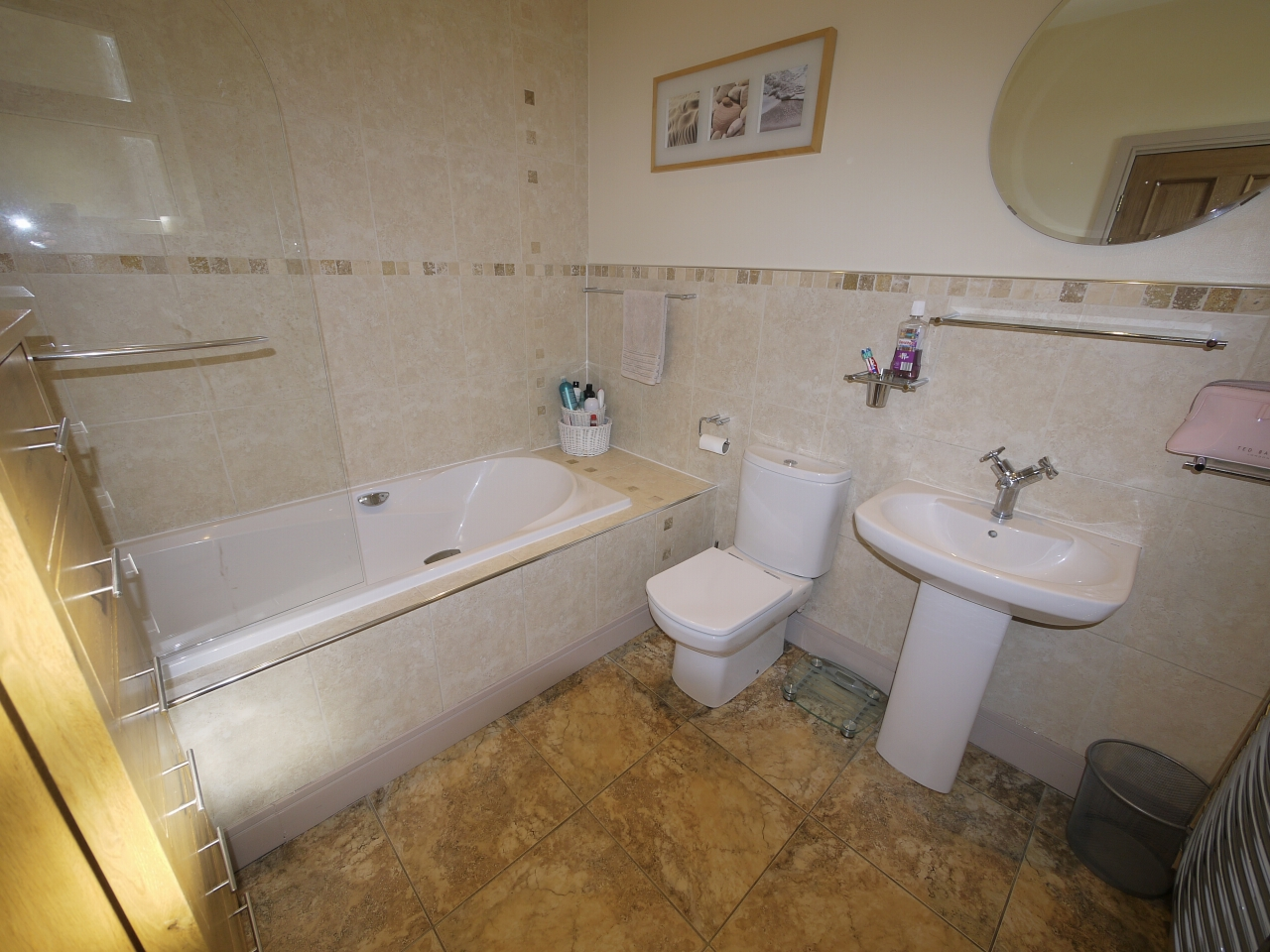 5 bedroom semi-detached house For Sale in Halilfax - Photograph 14.