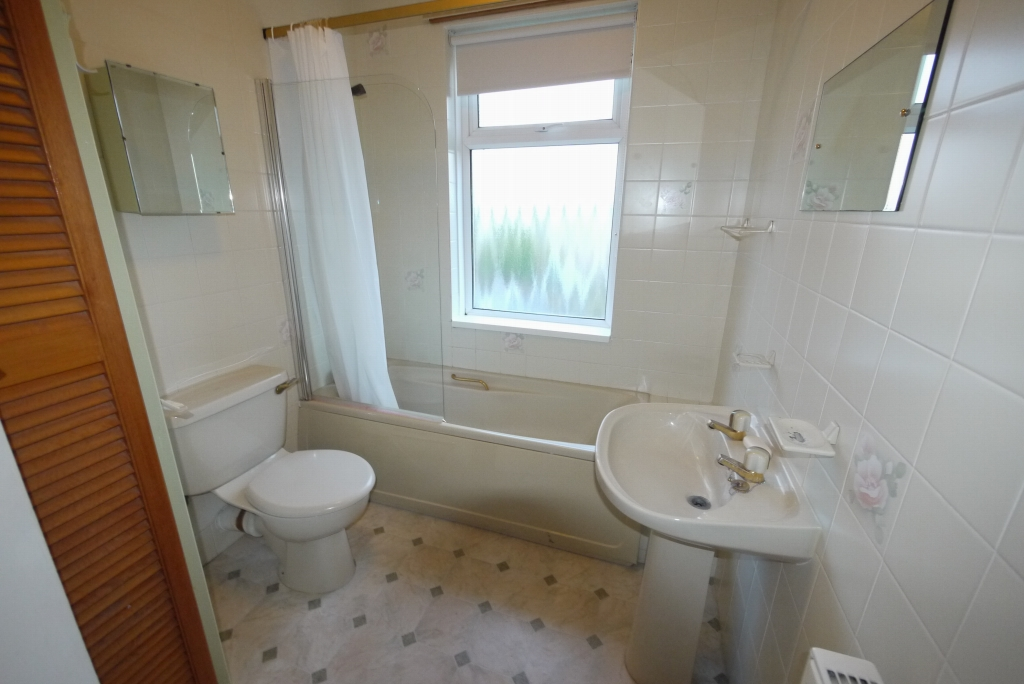 3 bedroom barn conversion house To Let in Brighouse - Photograph 7.