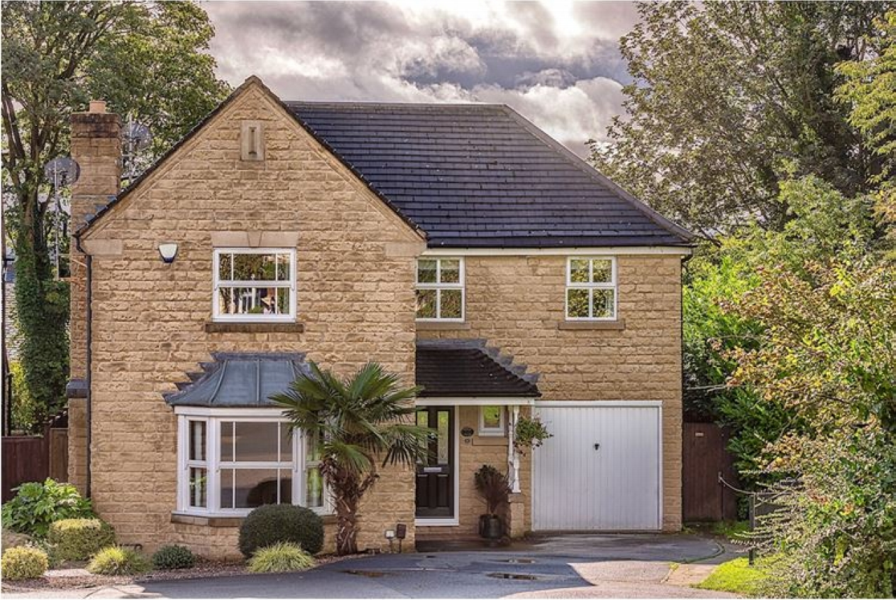 5 bedroom detached house SSTC in Brighouse - Photograph 1.
