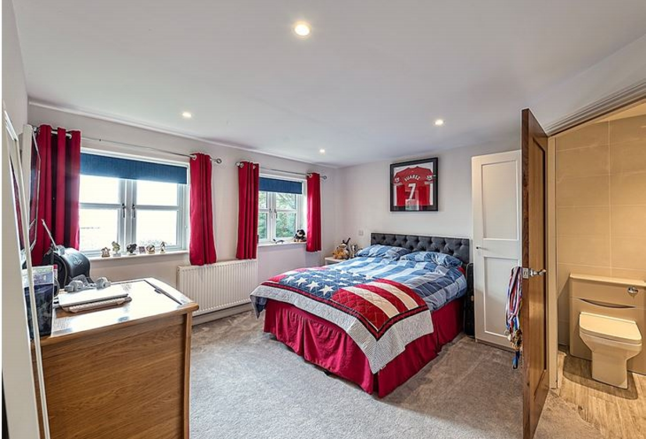 5 bedroom detached house SSTC in Brighouse - Photograph 9.