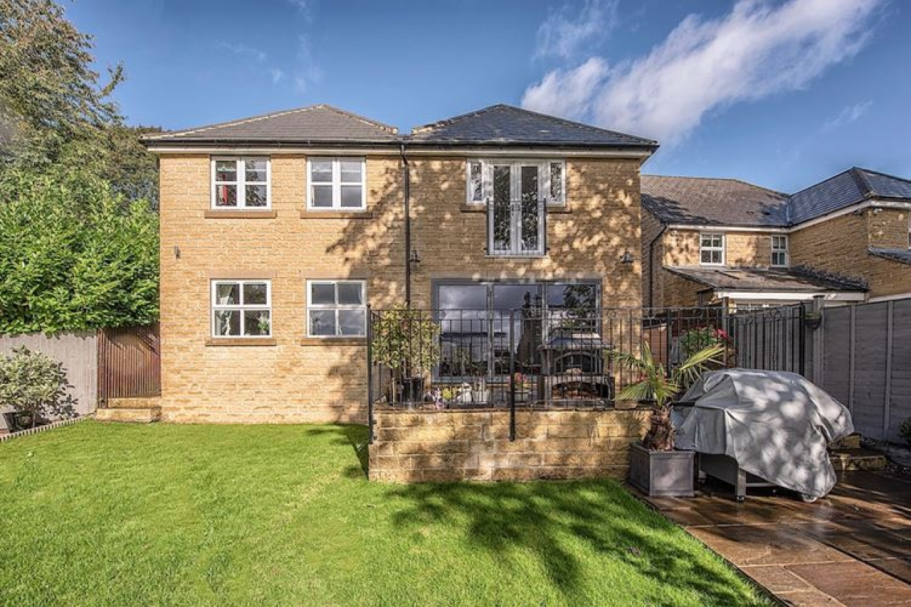 5 bedroom detached house SSTC in Brighouse - Photograph 13.