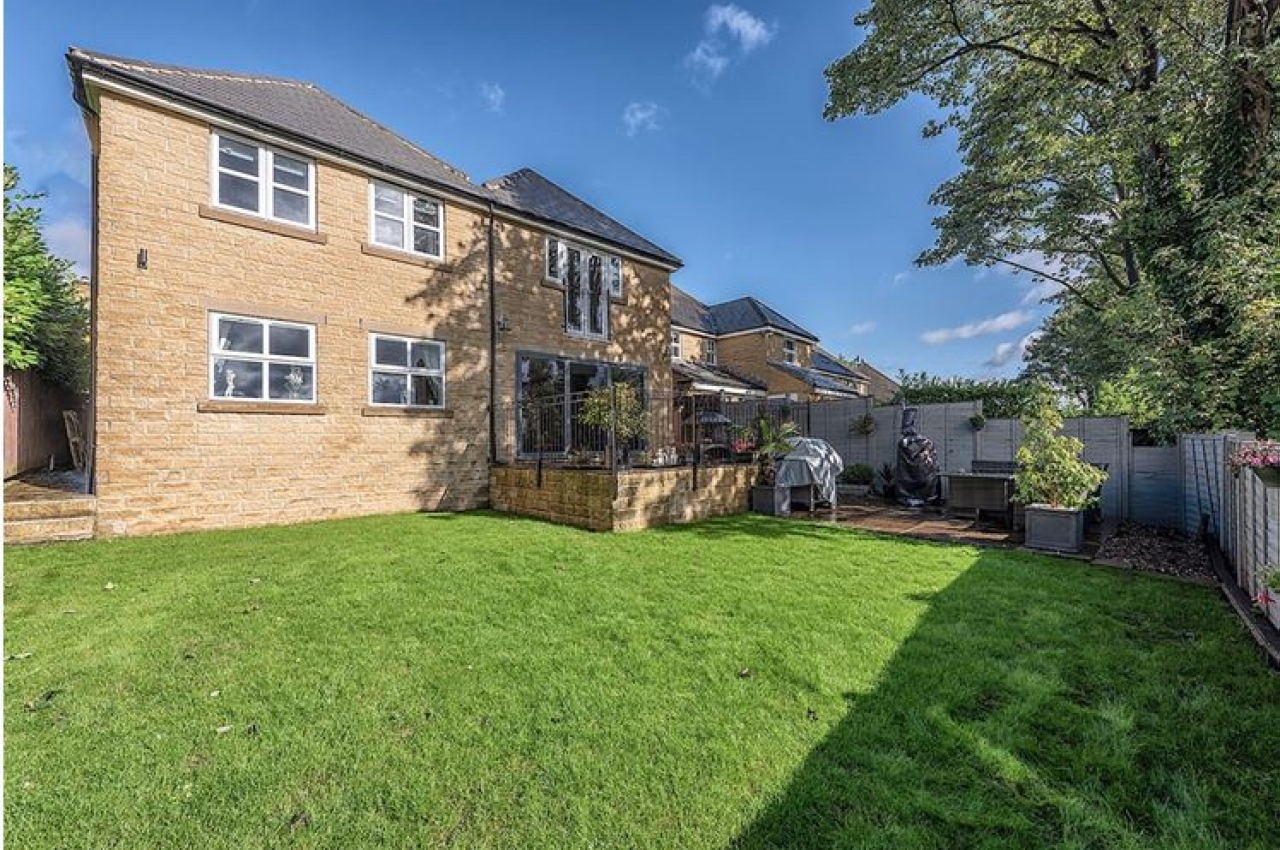 5 bedroom detached house SSTC in Brighouse - Photograph 14.