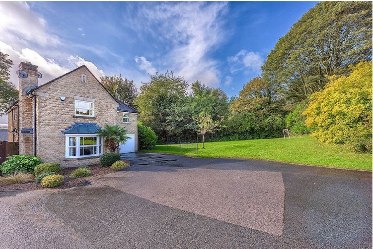 5 bedroom detached house SSTC in Brighouse - Photograph 16.