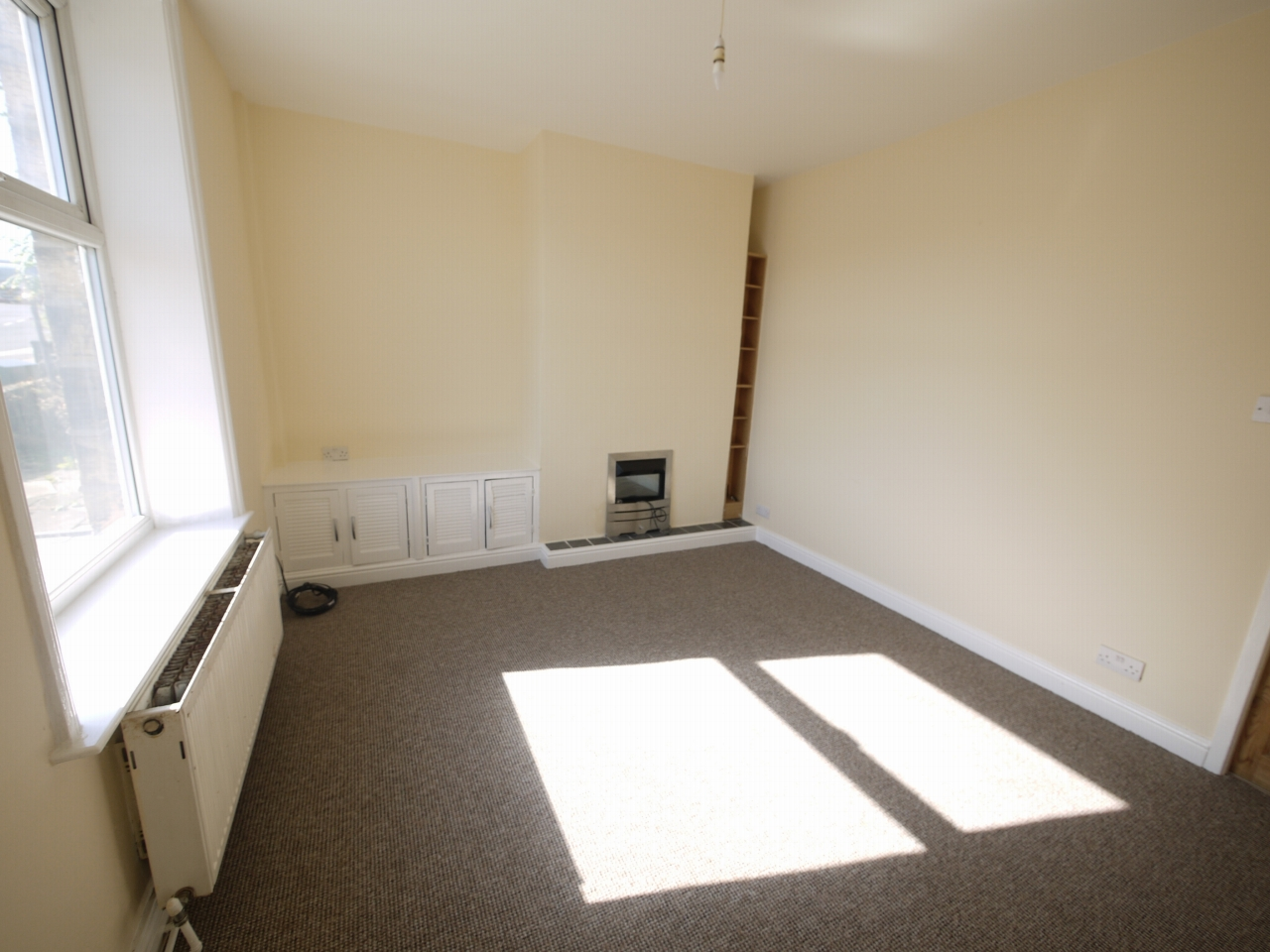 2 bedroom mid terraced house Let in Huddersfield - Photograph 2.