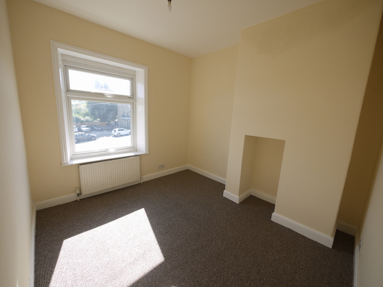 2 bedroom mid terraced house Let in Huddersfield - Photograph 5.
