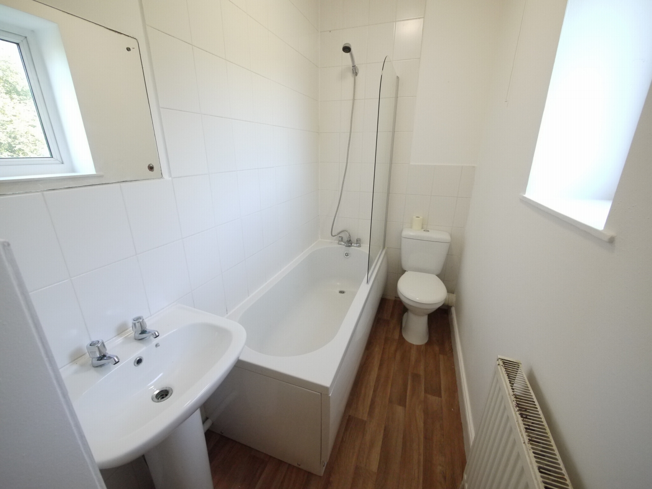 2 bedroom mid terraced house Let in Huddersfield - Photograph 6.