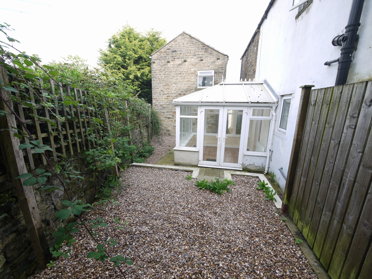 2 bedroom mid terraced house Let in Huddersfield - Photograph 7.