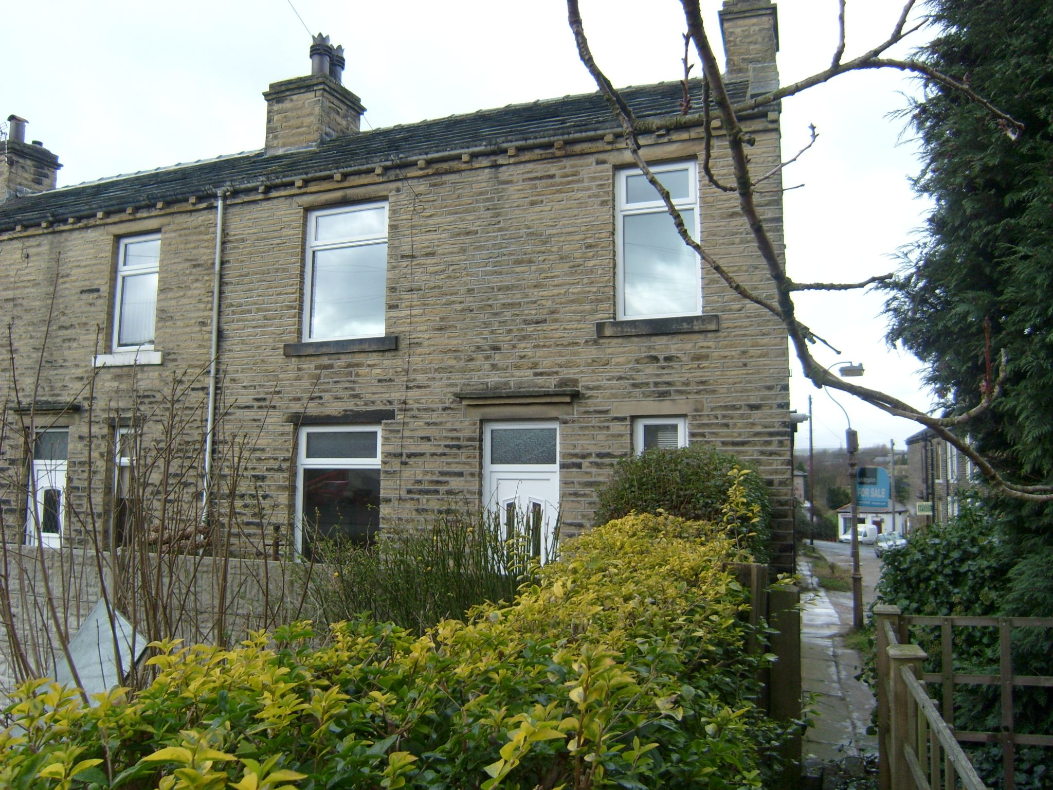 2 bedroom end terraced house To Let in Brighouse - Main.
