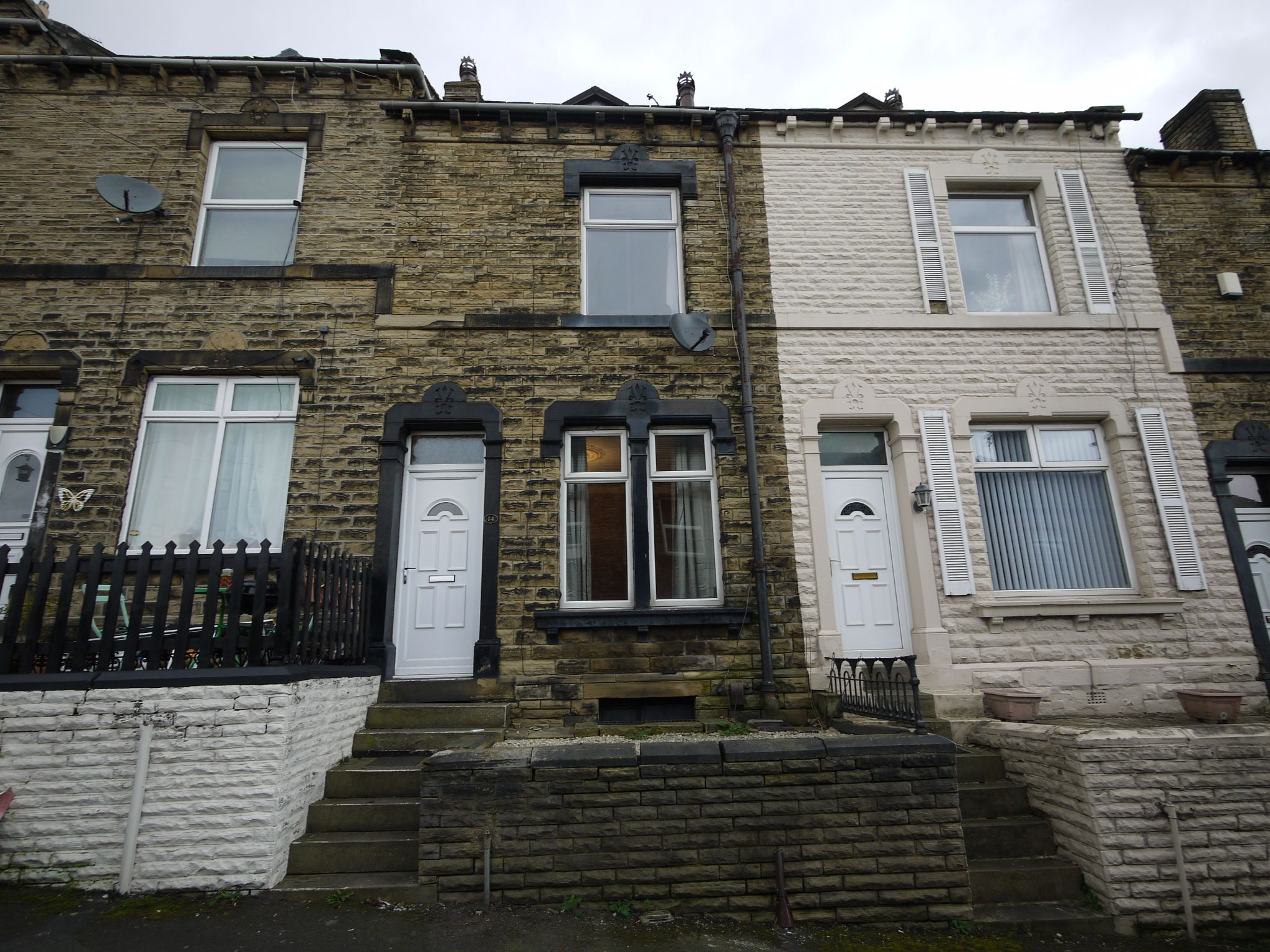 4 bedroom mid terraced house For Sale in Brighouse - Main house.