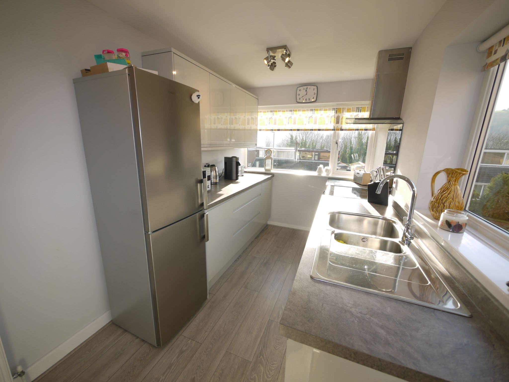 3 bedroom semi-detached house SSTC in Halifax - Kitchen.