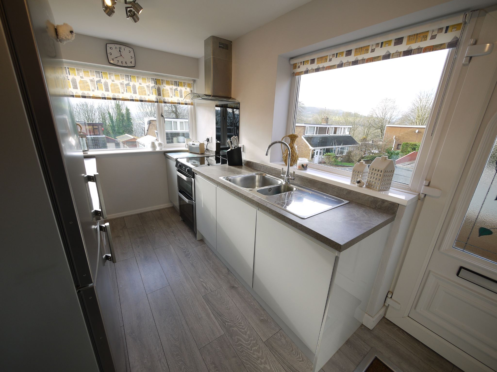 3 bedroom semi-detached house SSTC in Halifax - kitchen2.