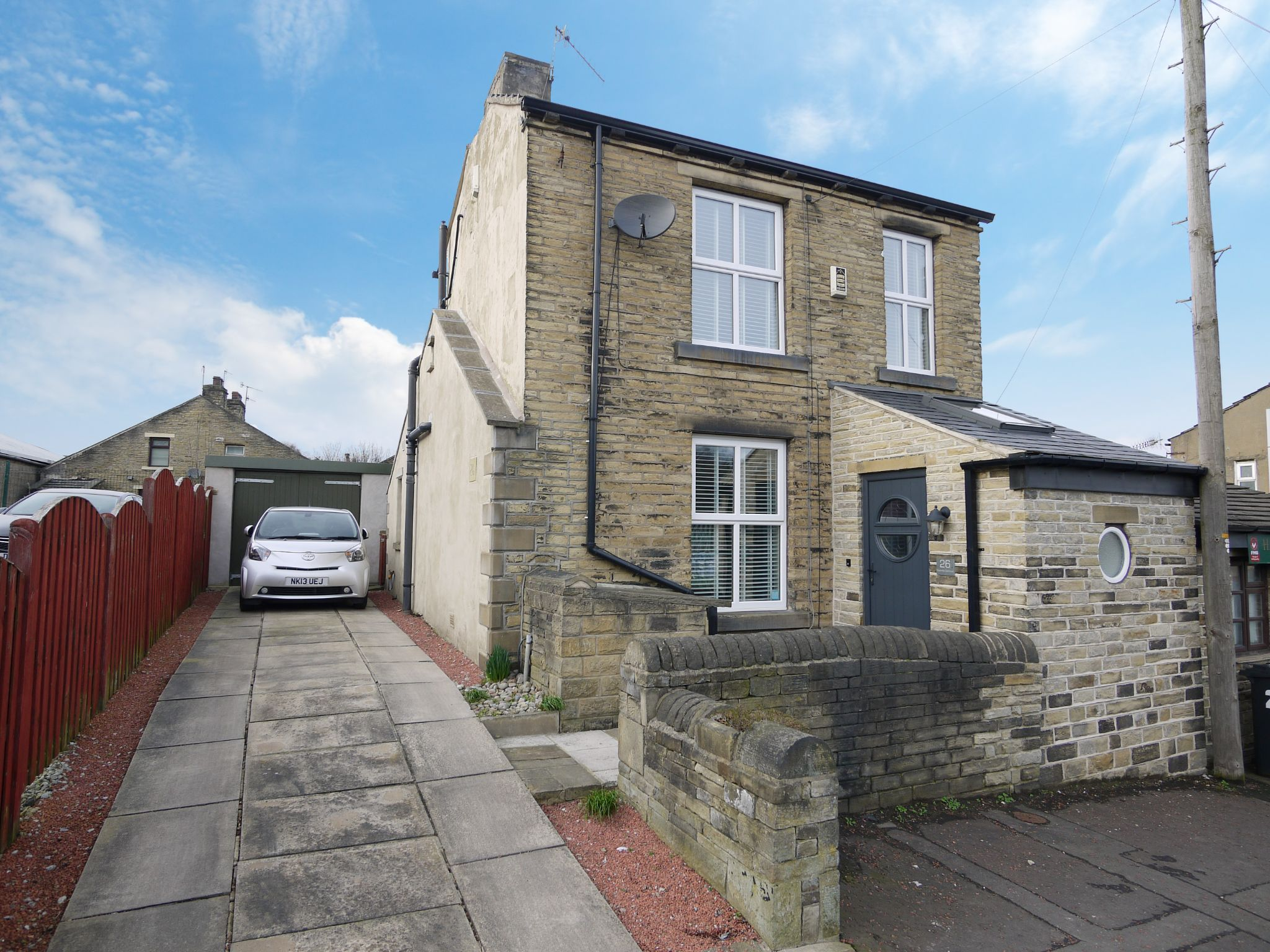 1 bedroom detached house For Sale in Brighouse - Photograph 1.
