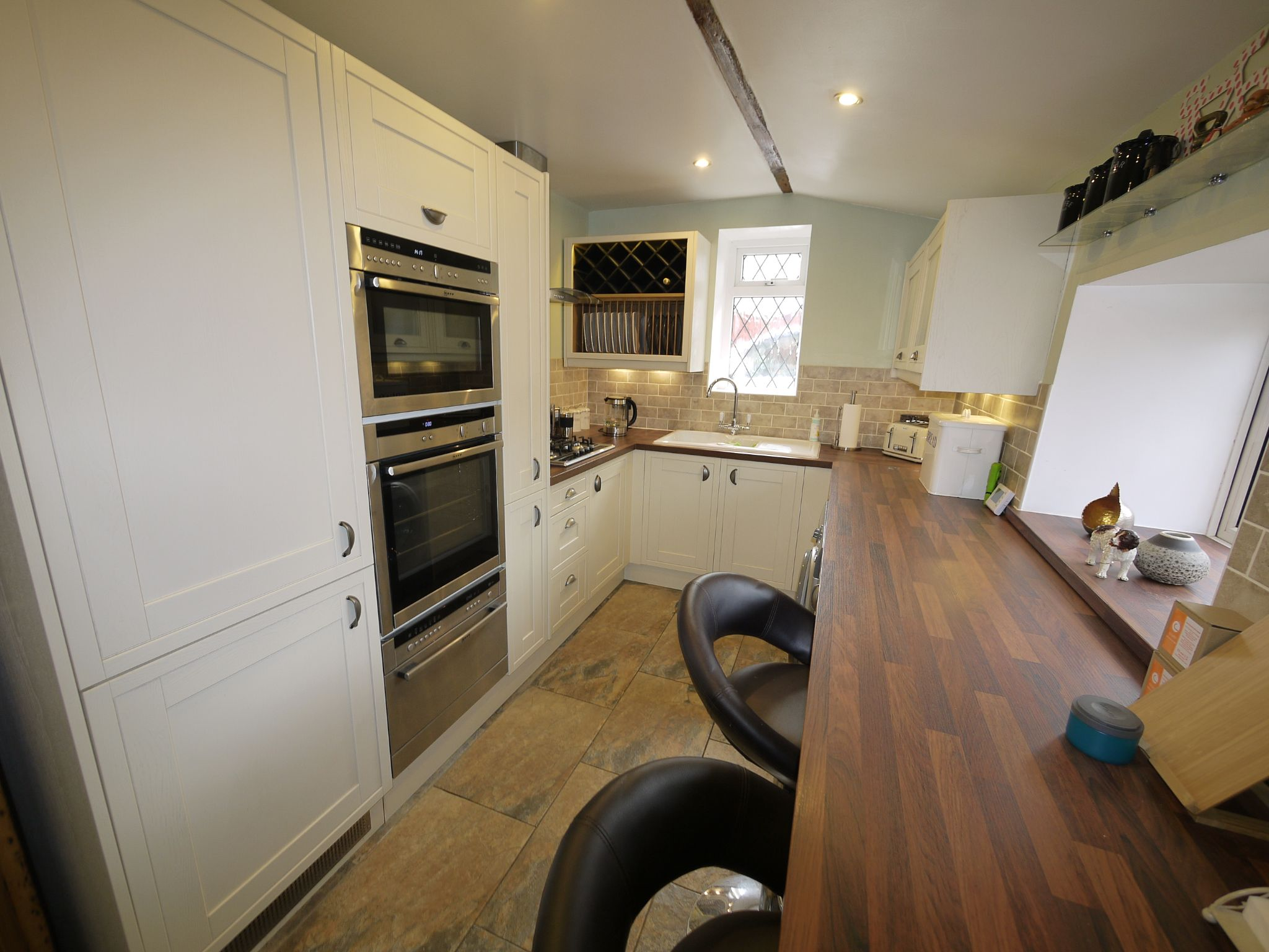 1 bedroom detached house For Sale in Brighouse - Photograph 7.
