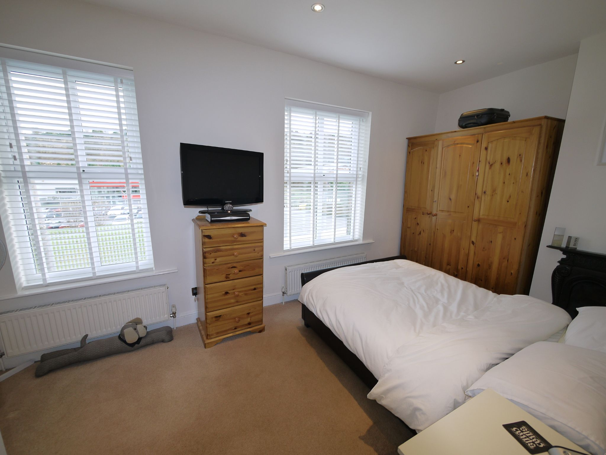 1 bedroom detached house For Sale in Brighouse - Photograph 4.
