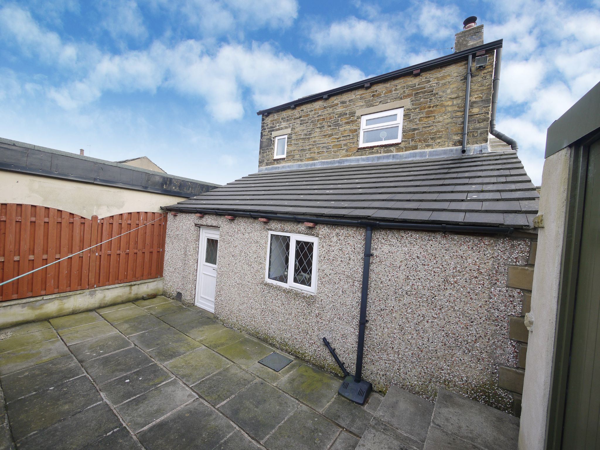1 bedroom detached house For Sale in Brighouse - Photograph 5.