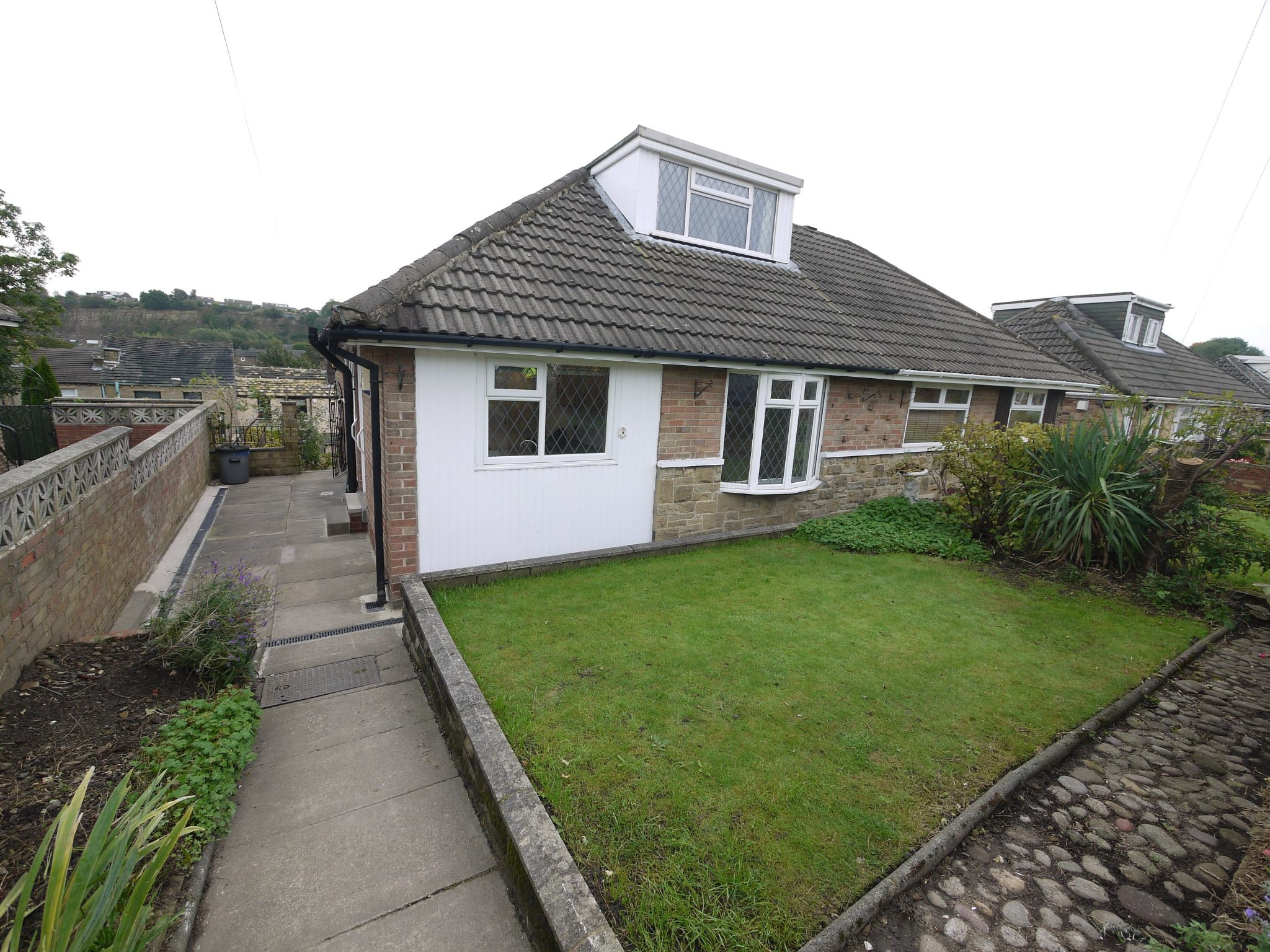 2 bedroom semi-detached house To Let in Brighouse - Main.