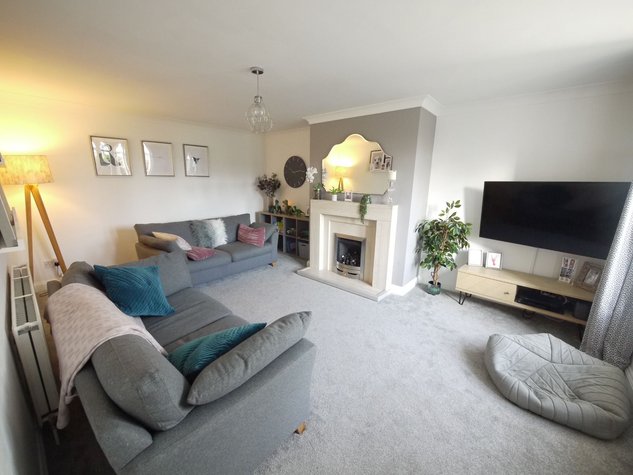 2 bedroom end terraced house SSTC in Cleckheaton - Lounge.