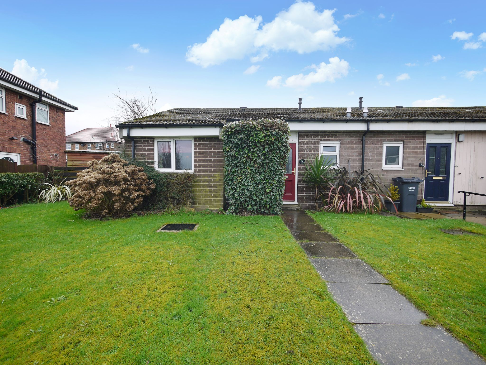 1 bedroom semi-detached bungalow SSTC in Brighouse - Photograph 1.