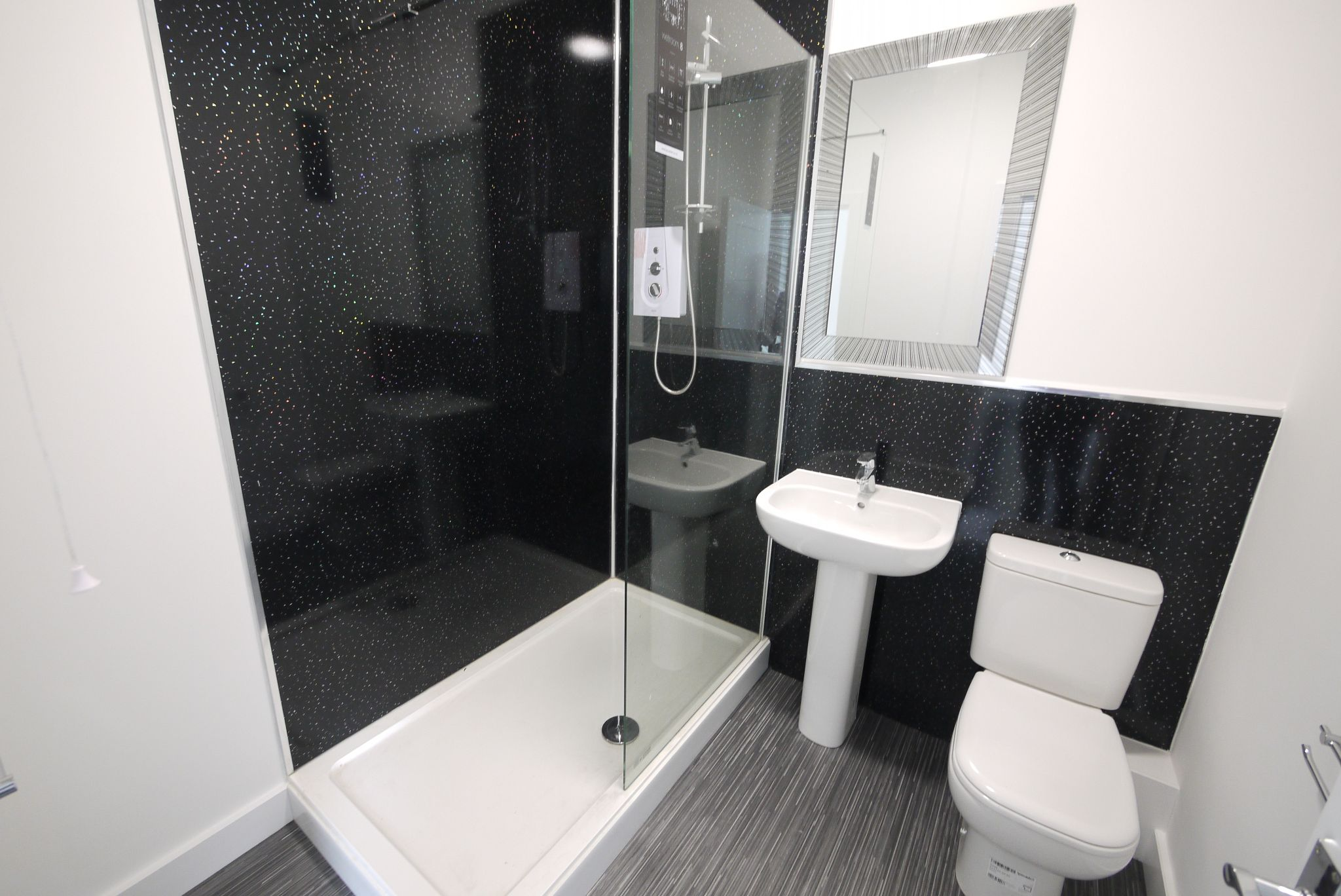 1 bedroom apartment flat/apartment To Let in Brighouse - Shower Room.