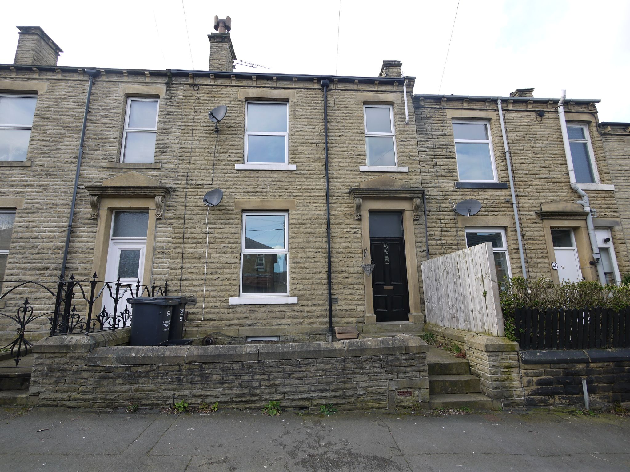 2 bedroom ground floor flat/apartment To Let in Halifax - Main.