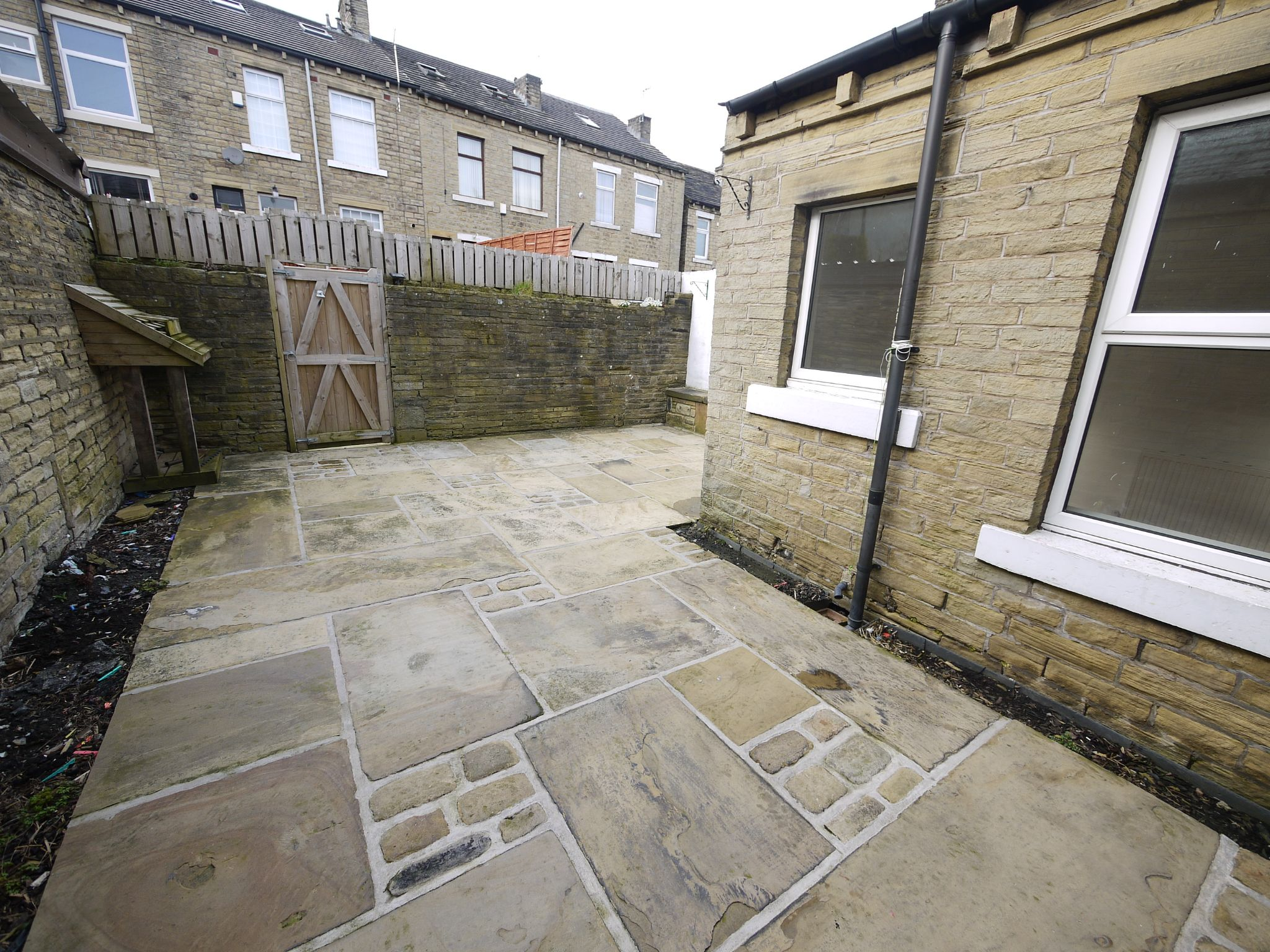 2 bedroom ground floor flat/apartment To Let in Halifax - Exterior.