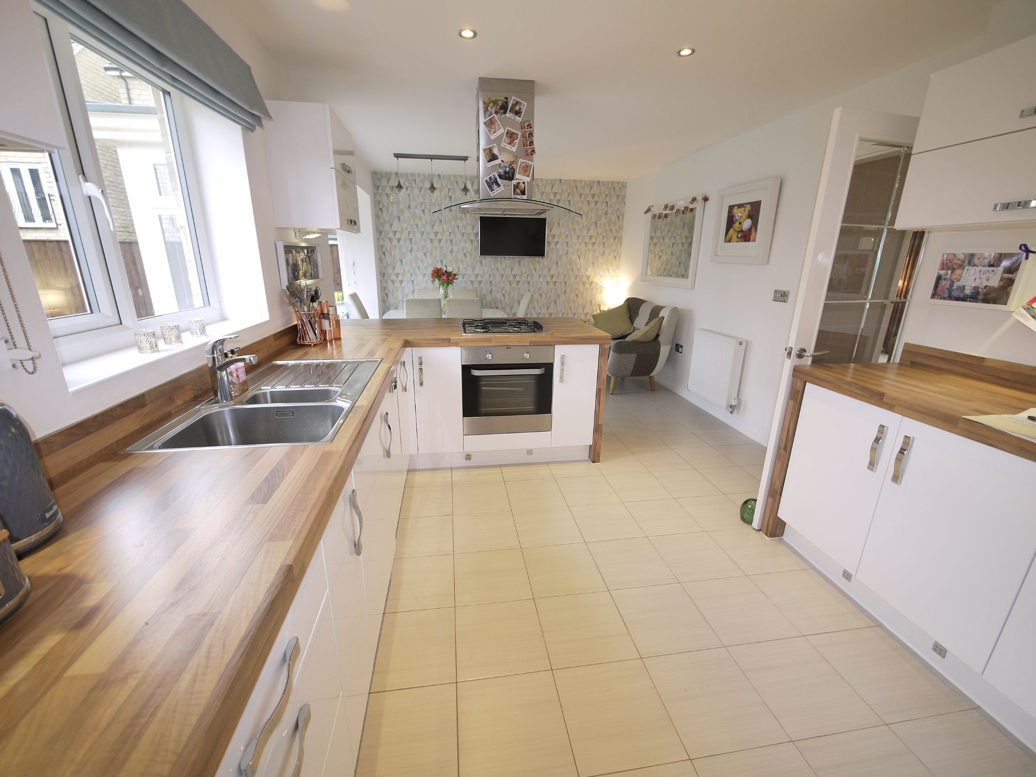 4 bedroom detached house SSTC in Huddersfield - Dining Kitchen 2.