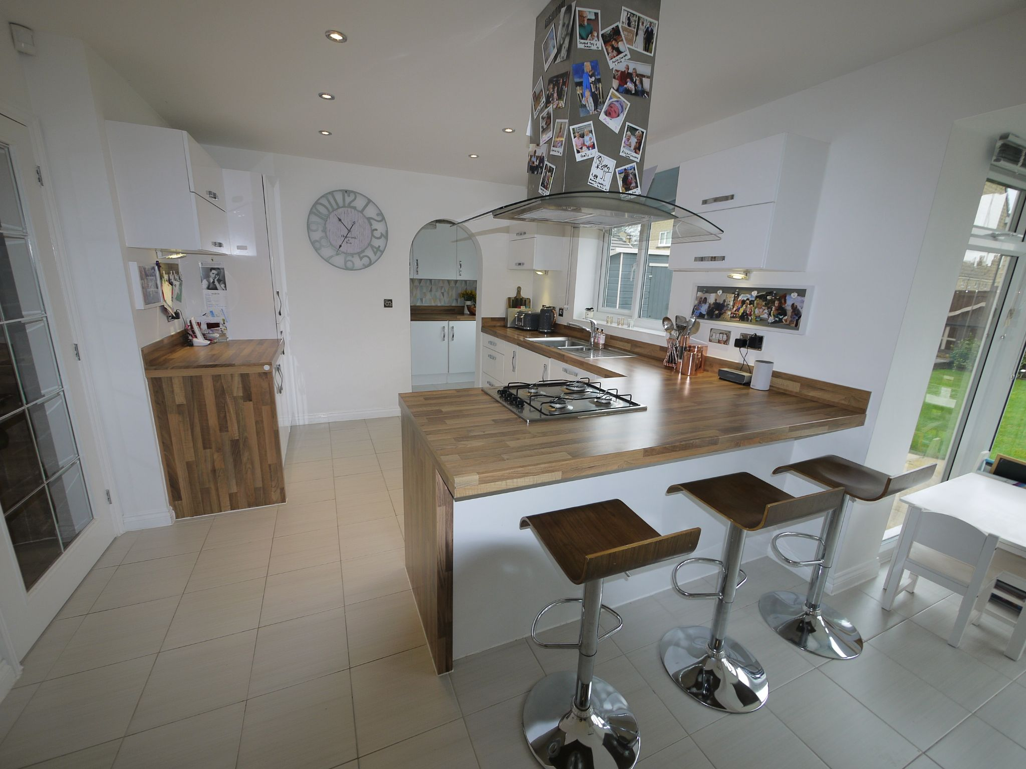4 bedroom detached house SSTC in Huddersfield - Dining Kitchen 3.