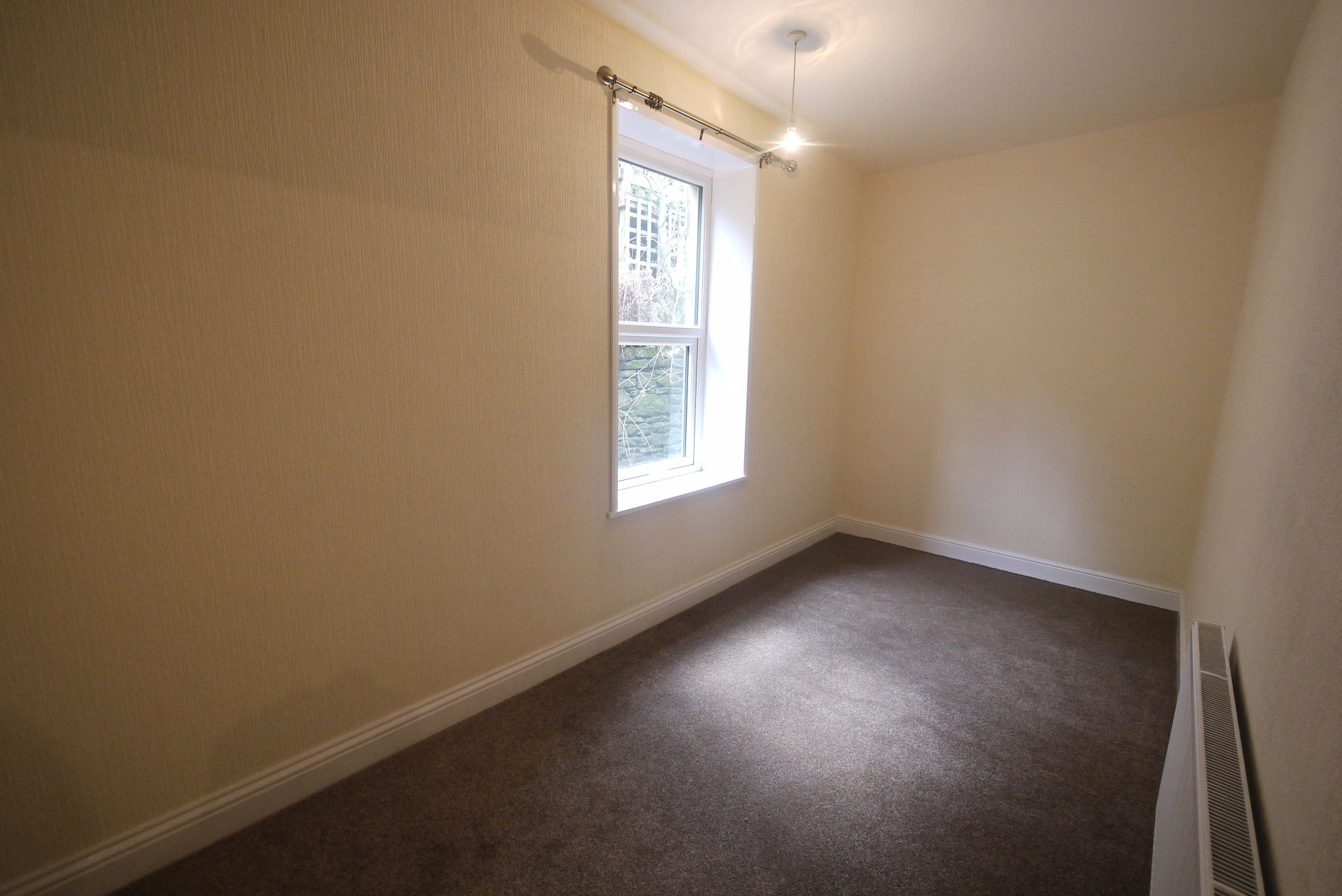 2 bedroom mid terraced house To Let in Halifax - Bedroom2.