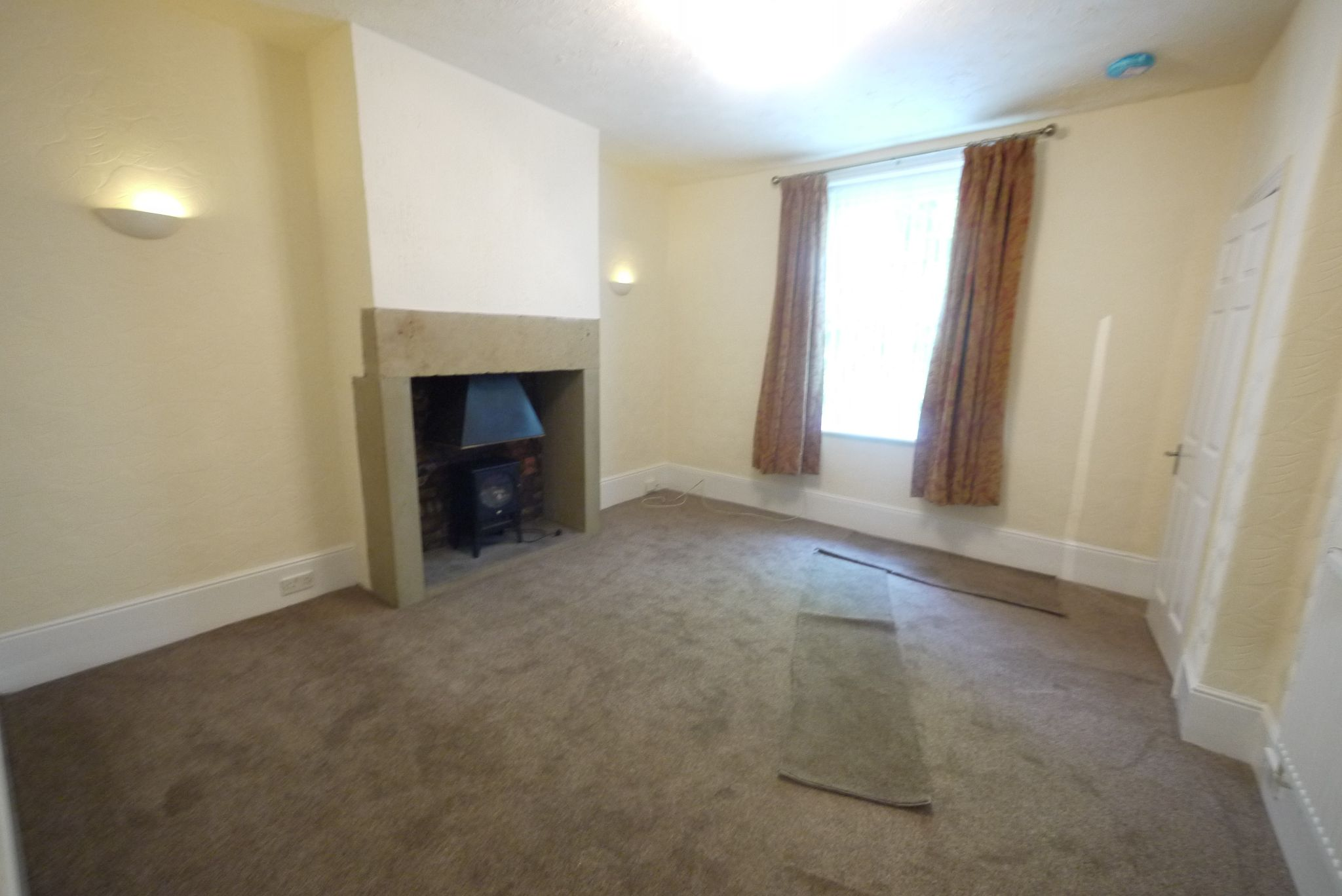 2 bedroom mid terraced house To Let in Halifax - Lounge.