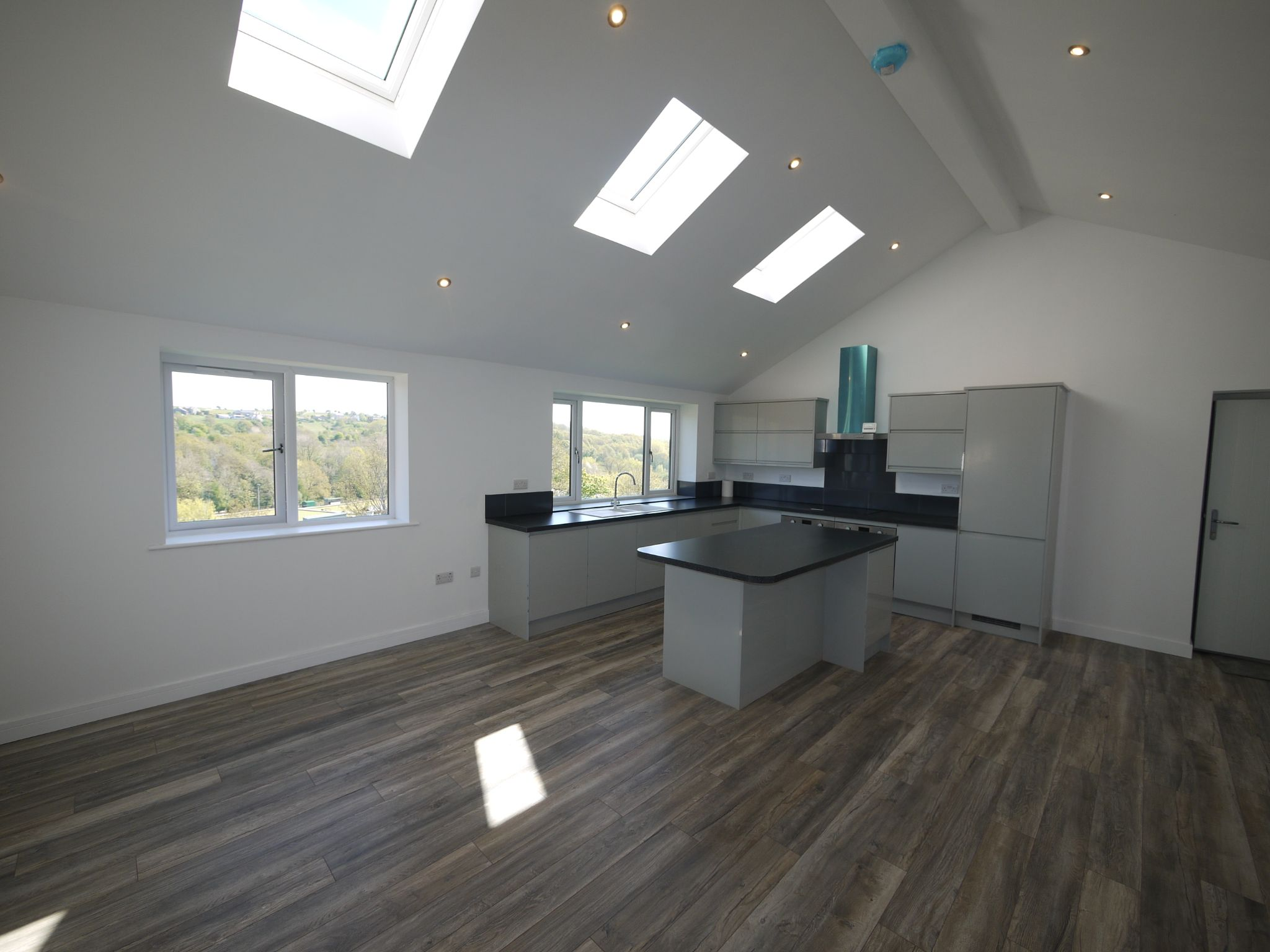 3 bedroom detached house For Sale in Brighouse - Dining Kit 1.