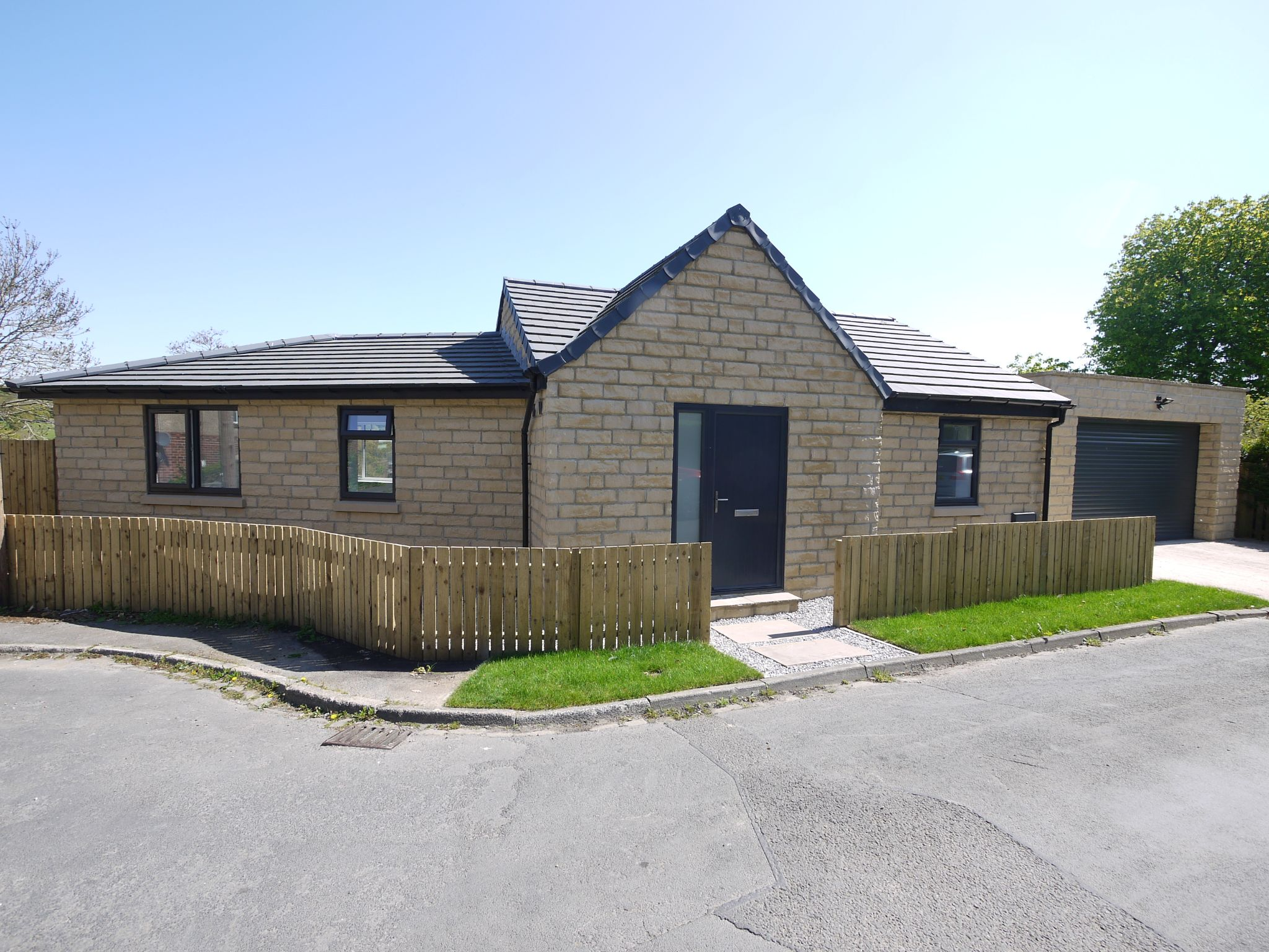3 bedroom detached house For Sale in Brighouse - Front.