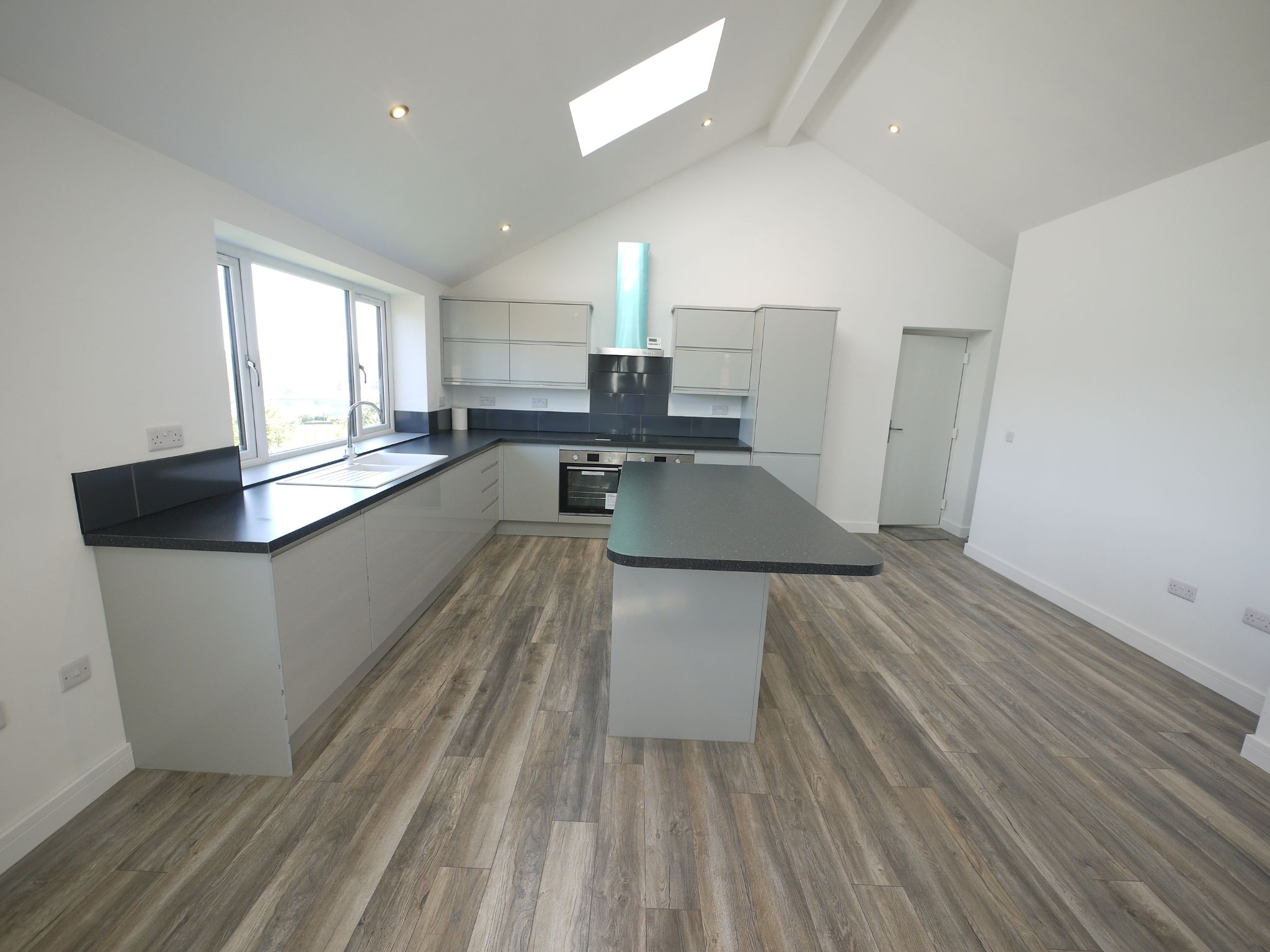 3 bedroom detached house For Sale in Brighouse - Dining Kit 2.