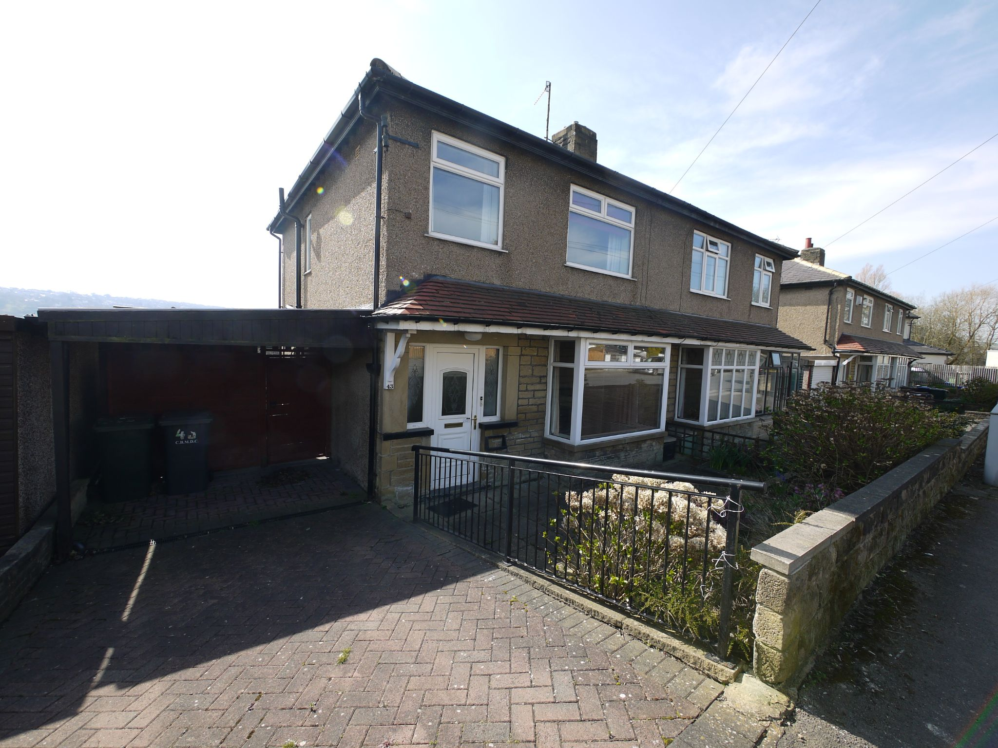 3 bedroom semi-detached house To Let in Riddlesden - Main.