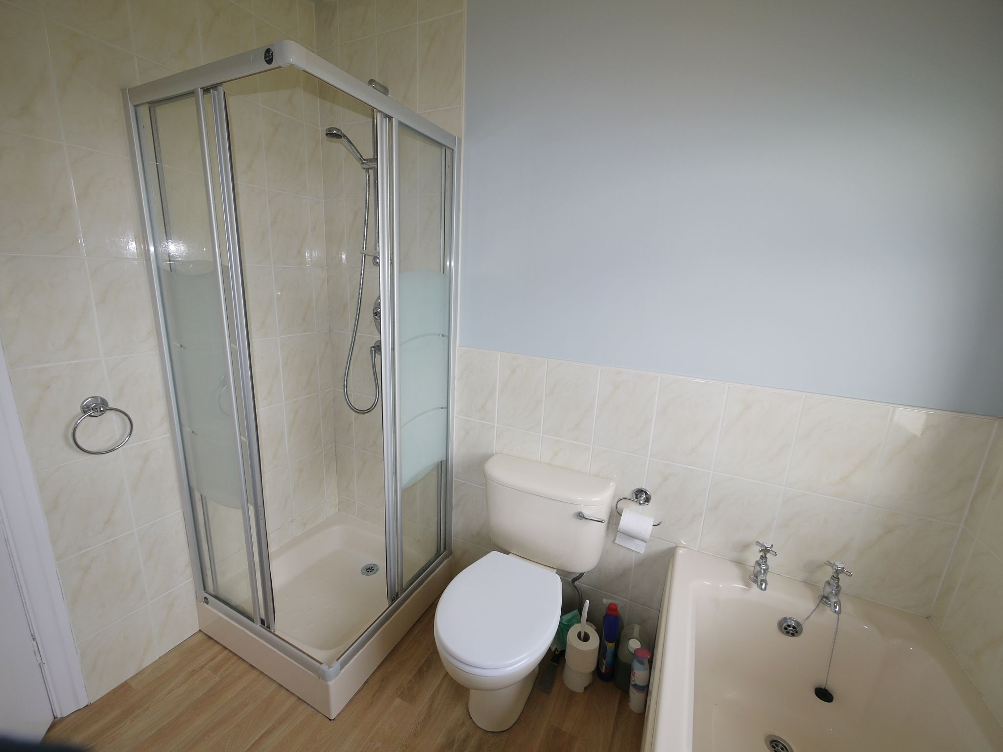 3 bedroom semi-detached house To Let in Riddlesden - Bathroom.