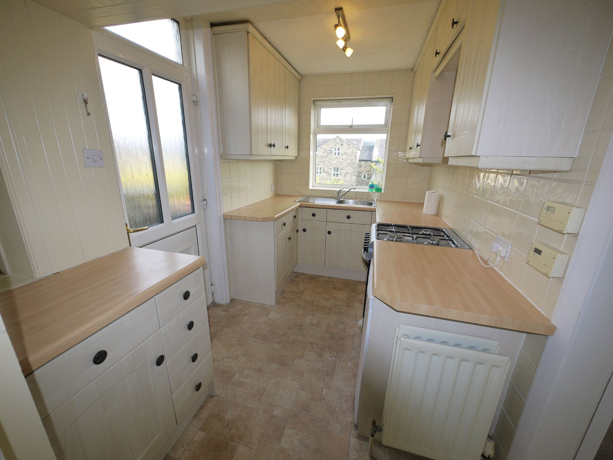3 bedroom semi-detached house To Let in Riddlesden - Kitchen.