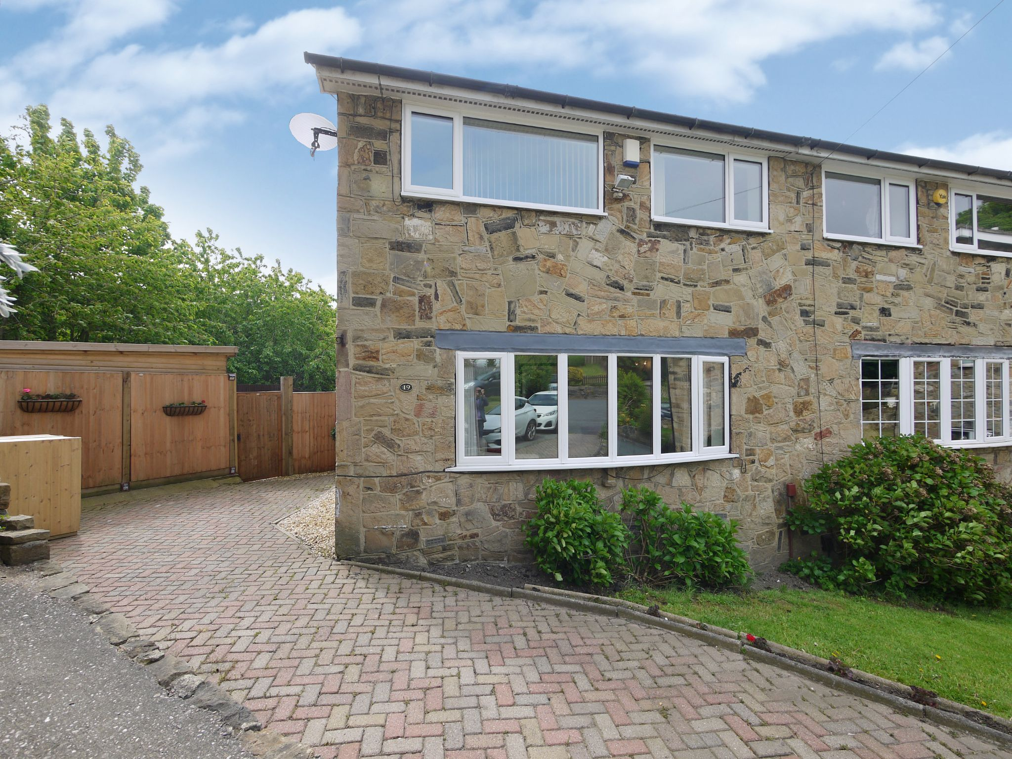 4 bedroom semi-detached house For Sale in Brighouse - Main.