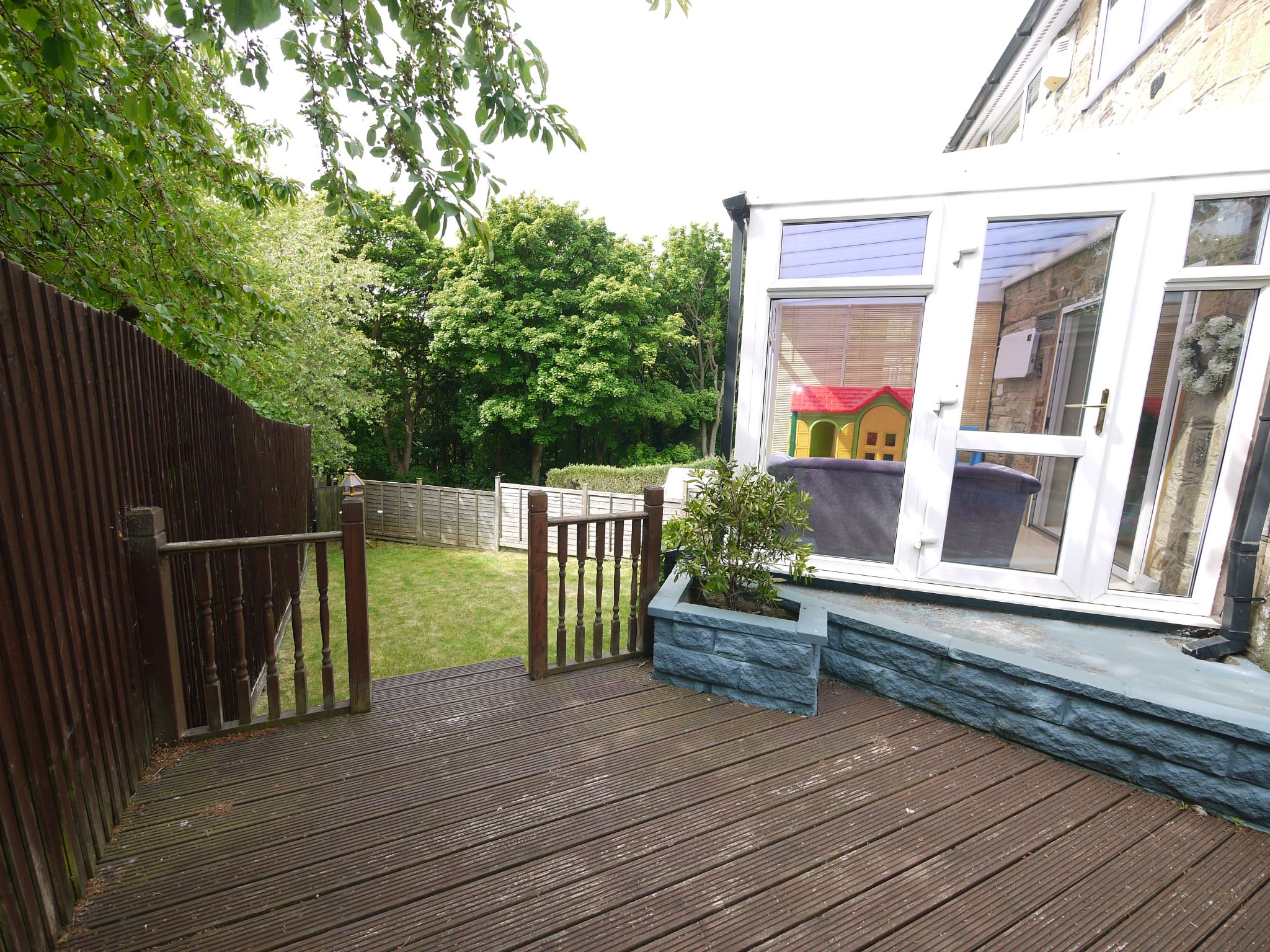 4 bedroom semi-detached house For Sale in Brighouse - Garden.